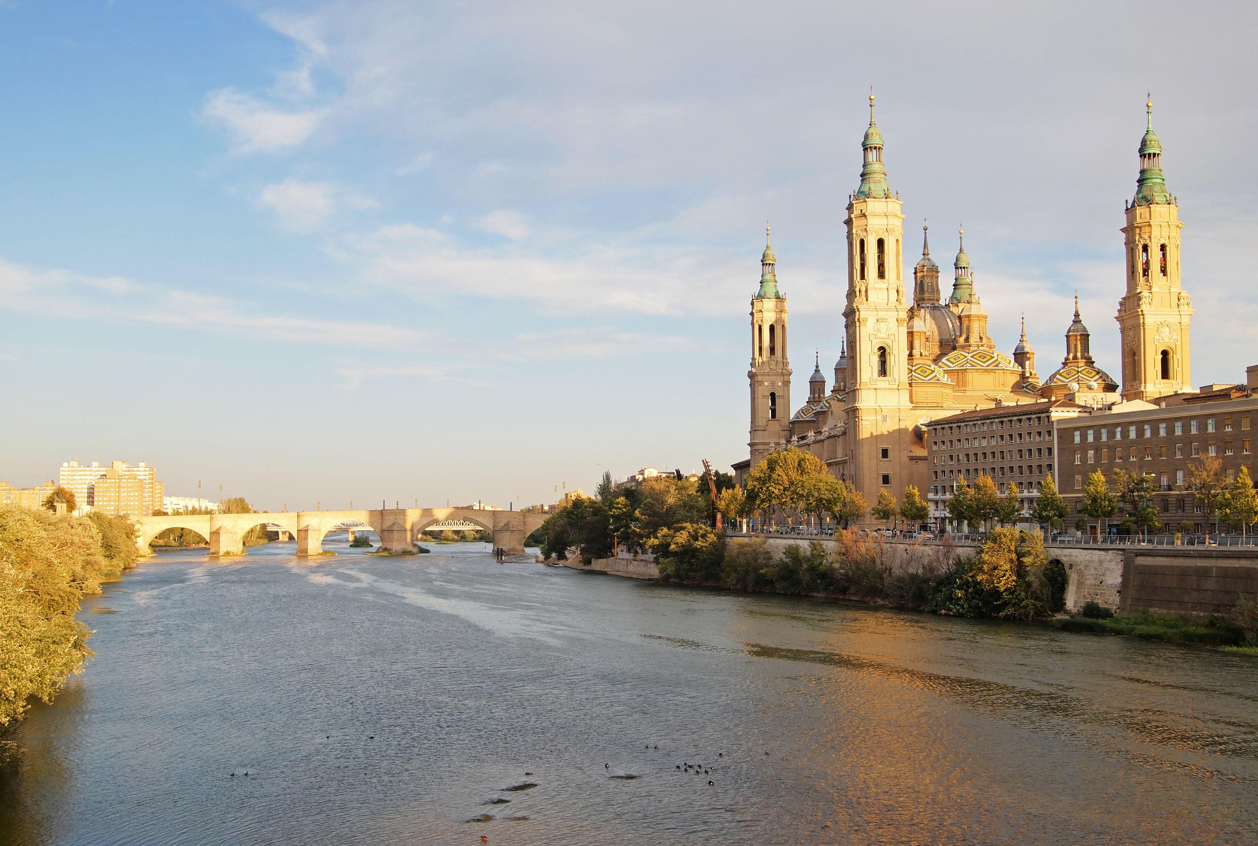 File:Zaragoza - Ebro.jpg - Wikimedia Commons