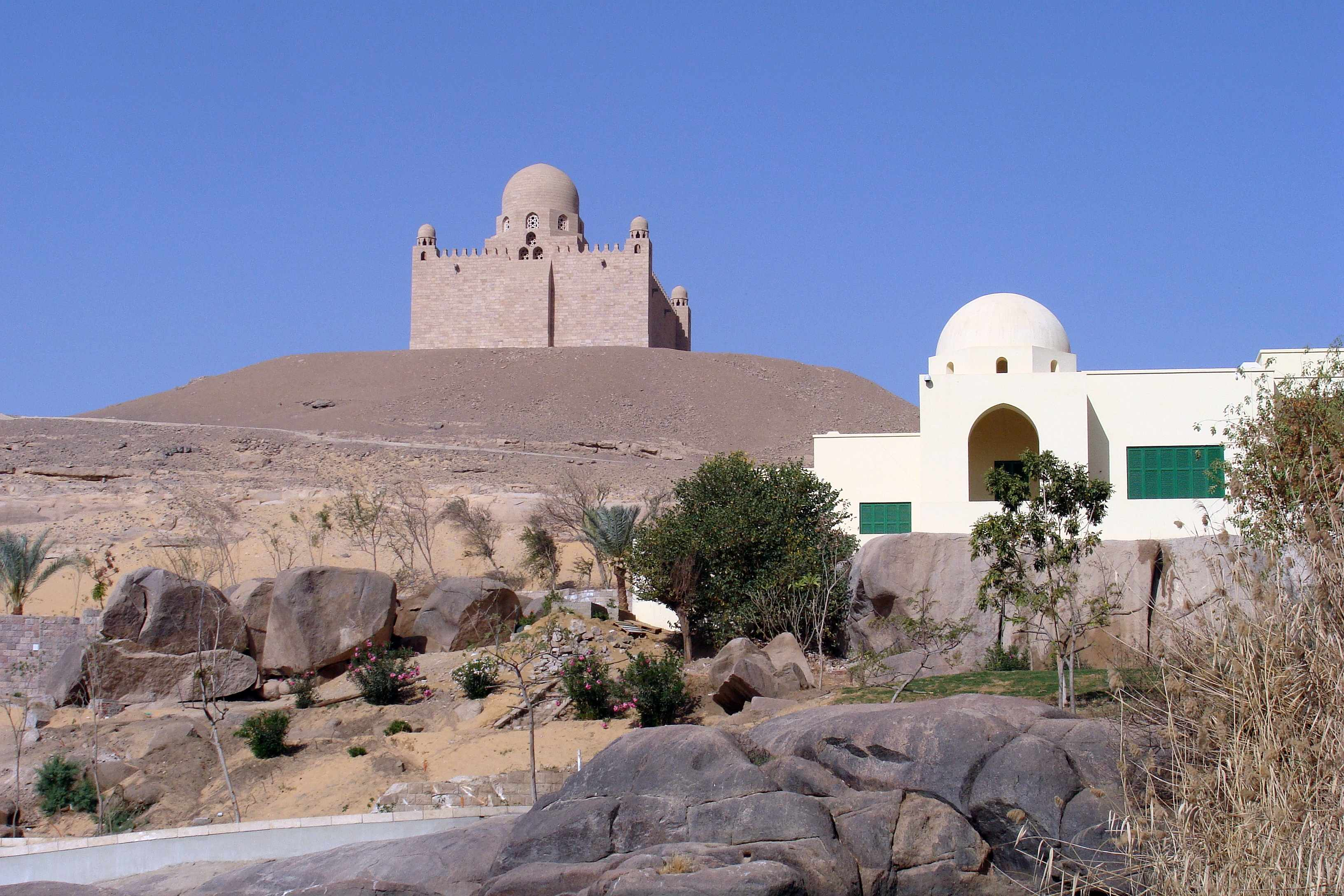 File 0017 Bei Assuan Linkes Nilufer Aga Khan Mausoleum Jpg Wikimedia Commons