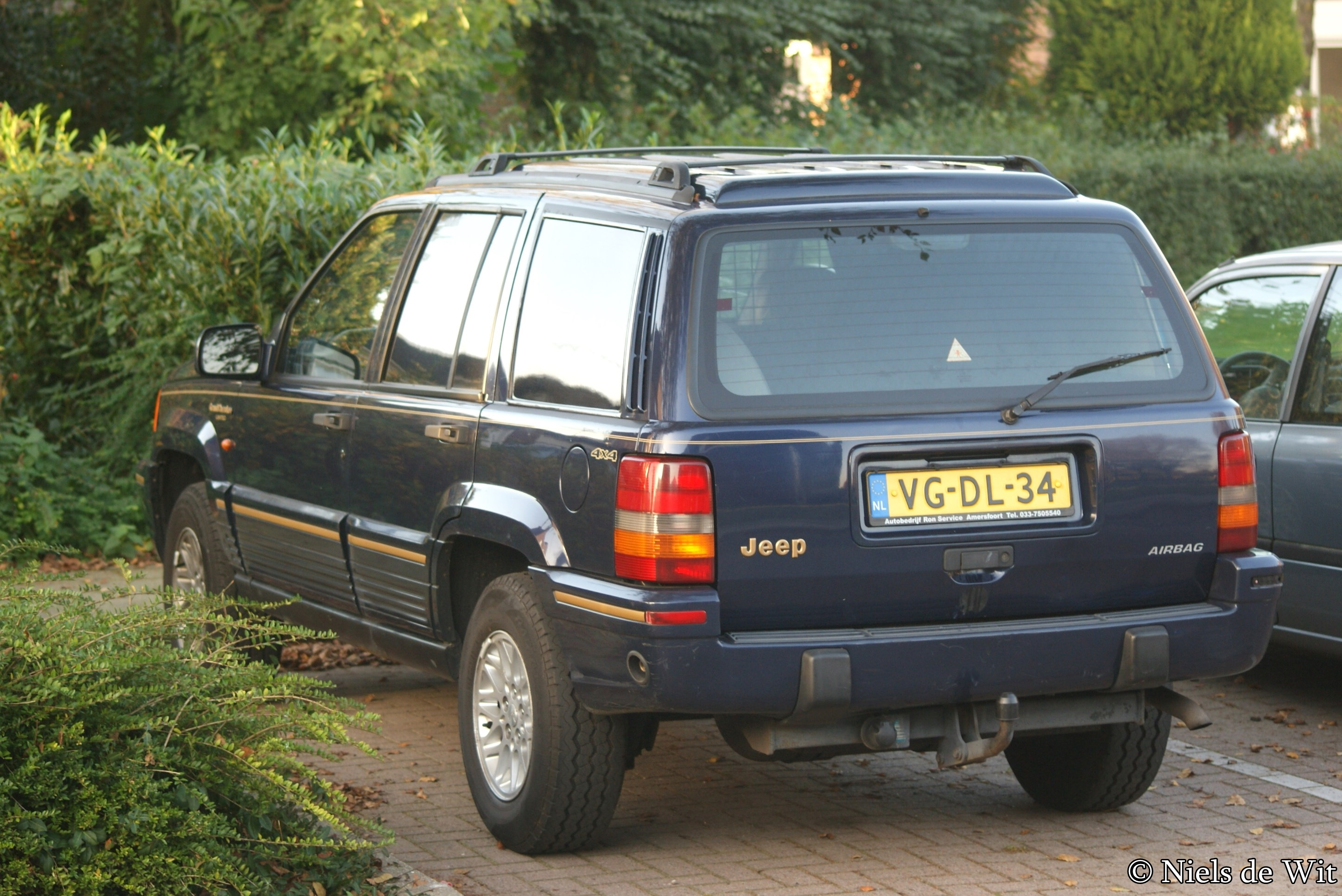 File:1995 Jeep Grand Cherokee 4.0i LTD Commercial (15106987273)