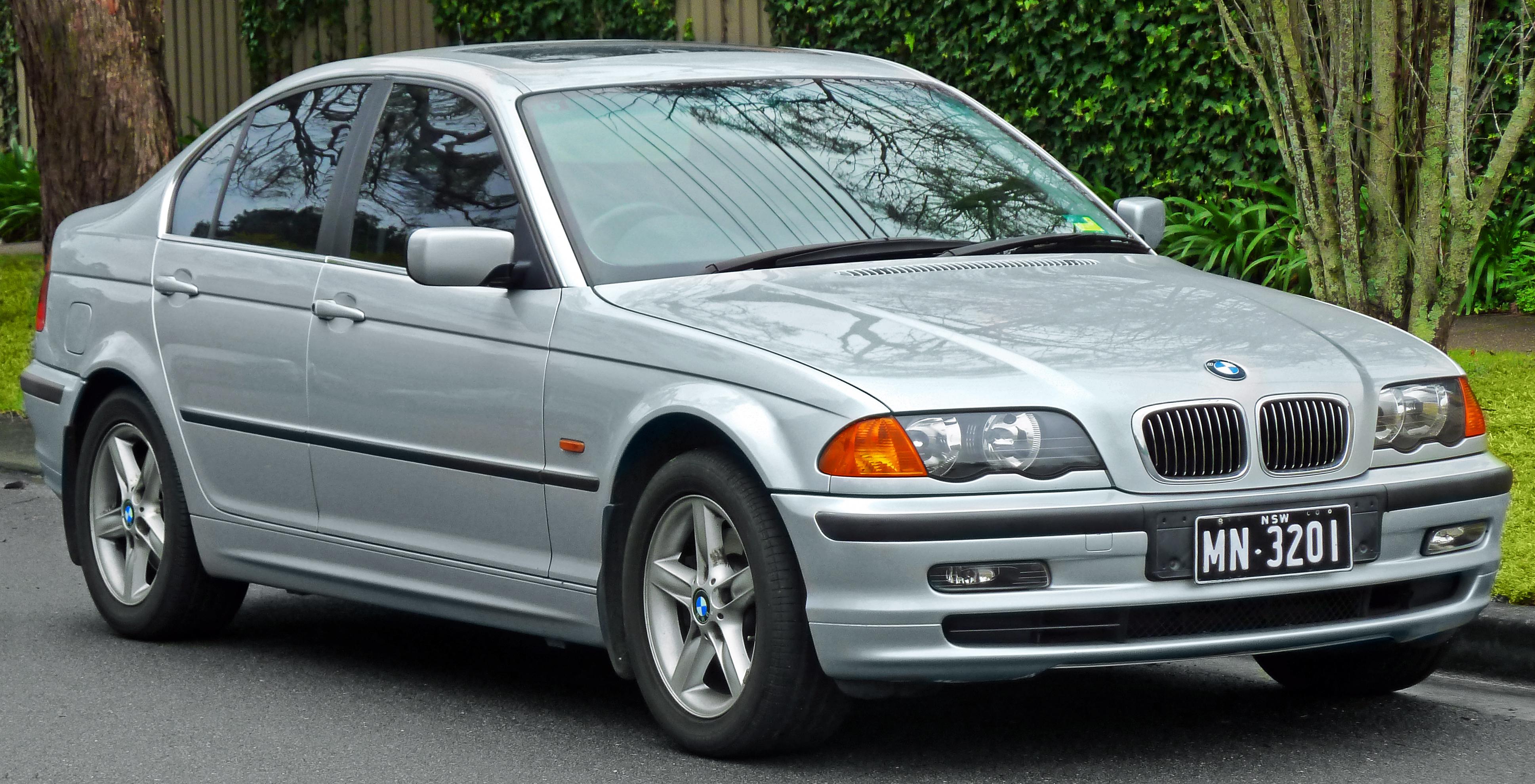 Description 1998-2001 BMW 328i (E46) sedan (2011-07-17