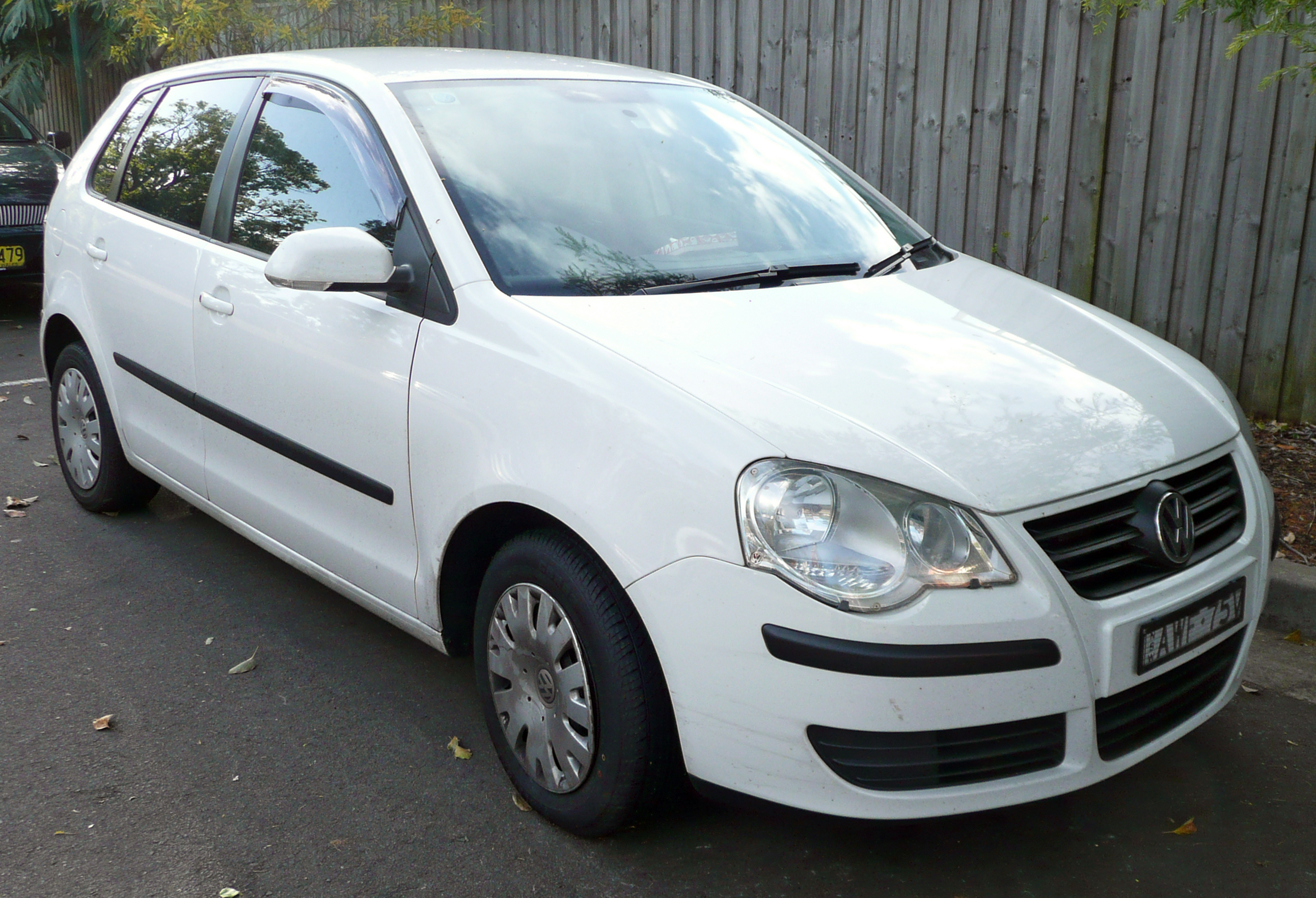 File:2005-2009 Volkswagen Polo (9N3) TDI 5-door hatchback 01.jpg ...