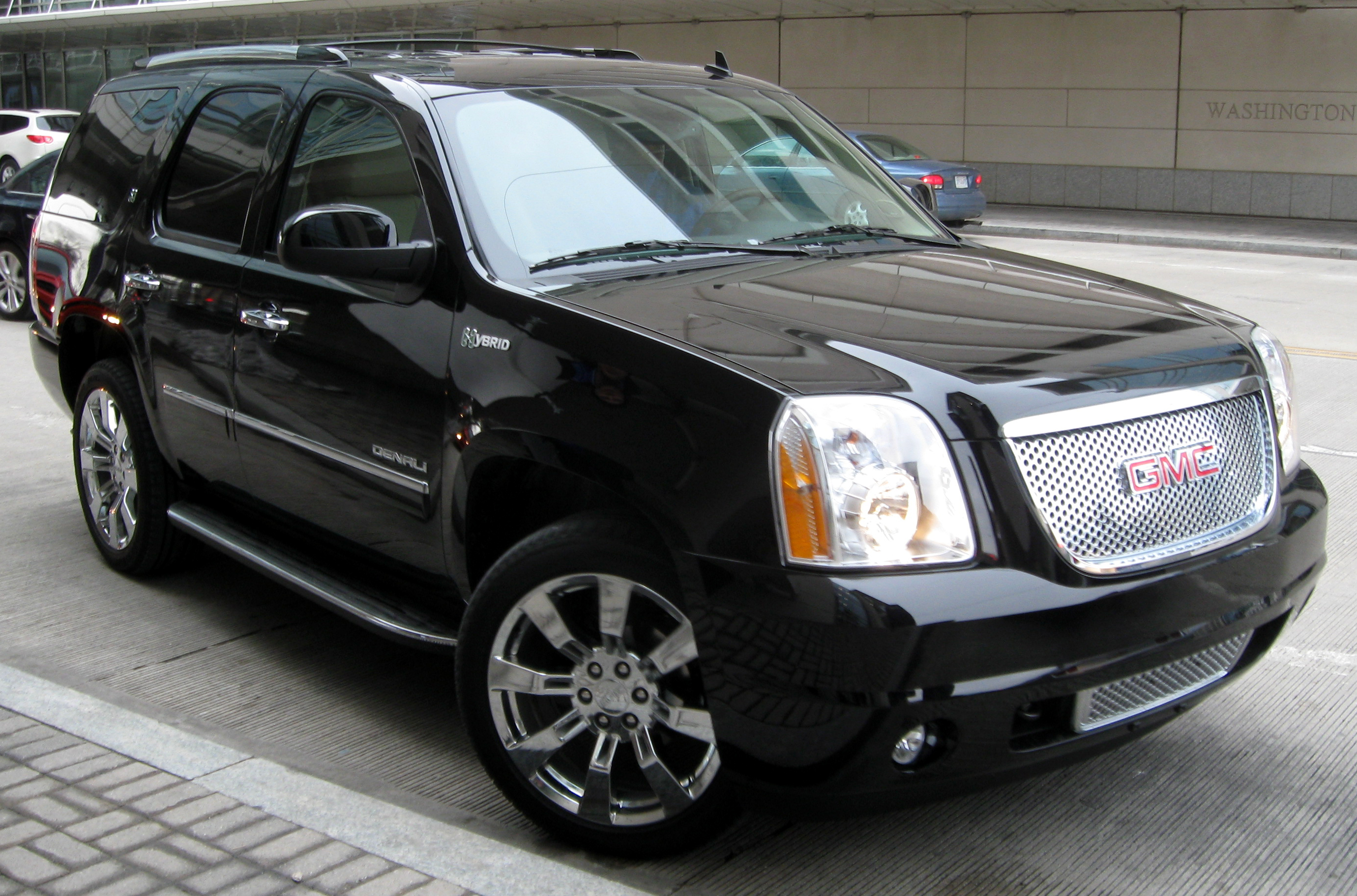 Description 2011 GMC Yukon Denali Hybrid -- 2011 DC.jpg