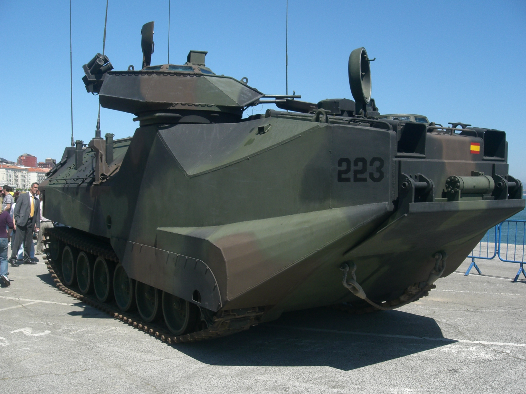 http://upload.wikimedia.org/wikipedia/commons/0/0b/AAV-7_en_Santander1.JPG