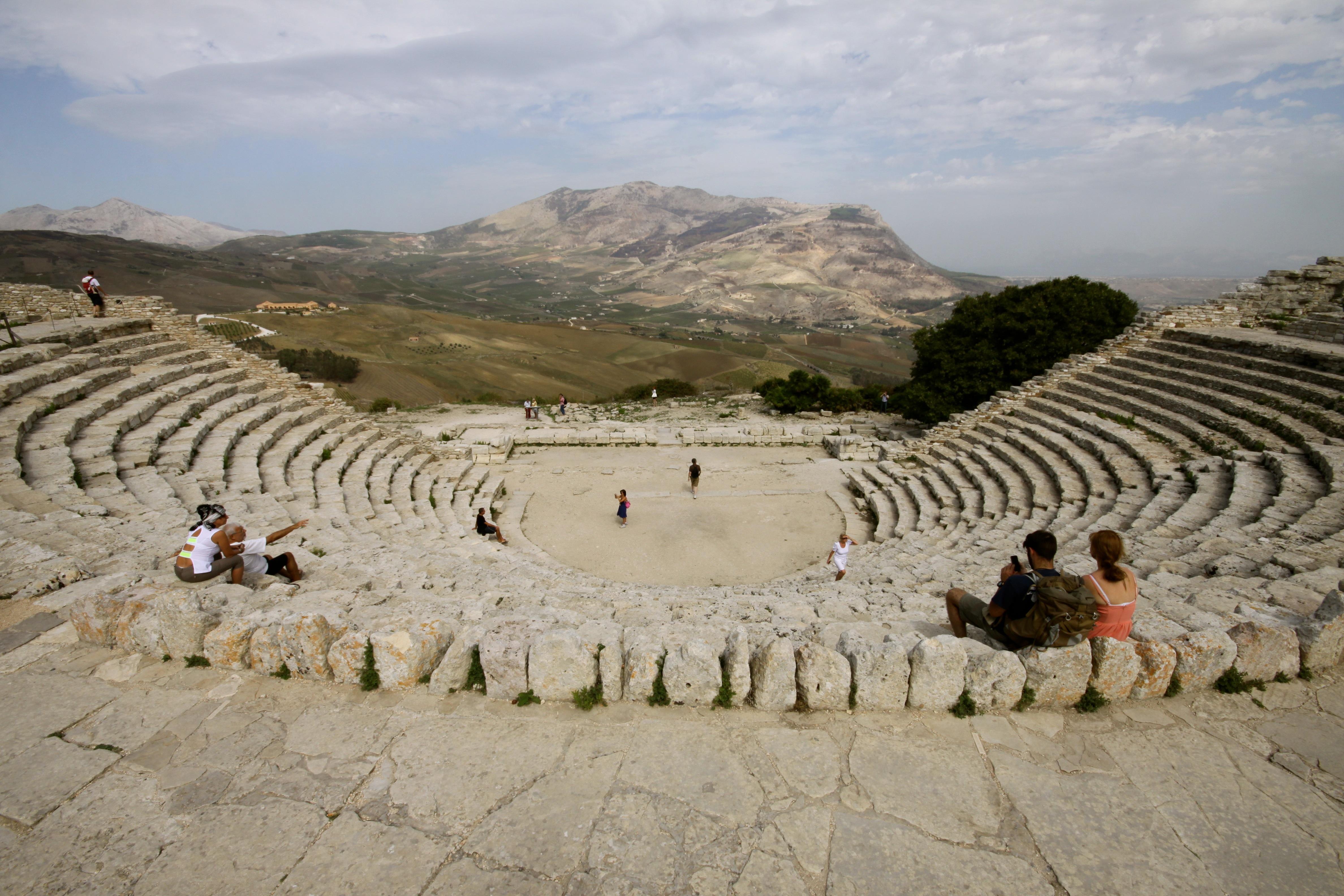 file ancient greek theatre segesta999 jpg wikimedia commons