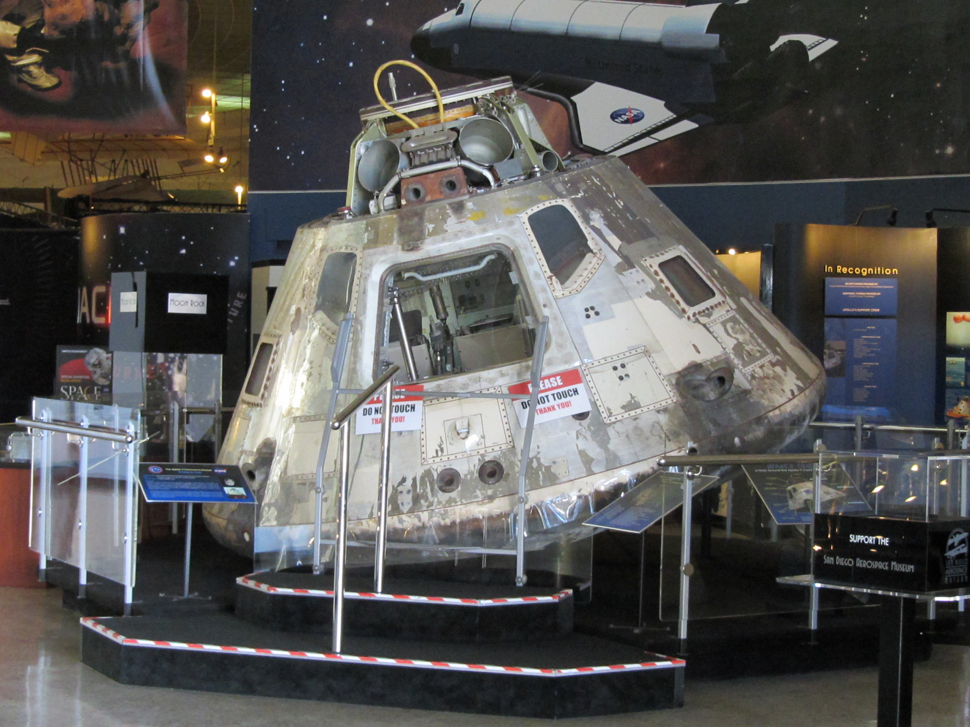 File:Apollo 9 Command Module.jpg - Wikimedia Commons