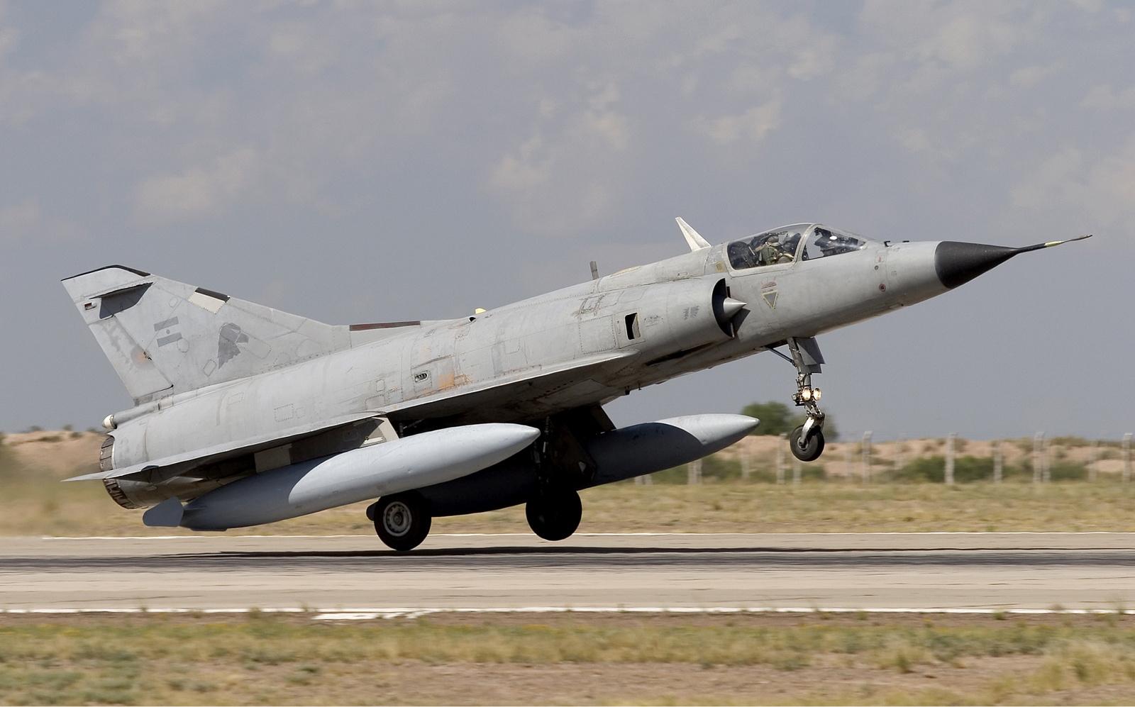 Mirage F1M: ¿Una opción para Argentina...? -vicios ocultos- - Página 4 Argentina_Air_Force_Dassault_Mirage_IIIEA_Lofting-1