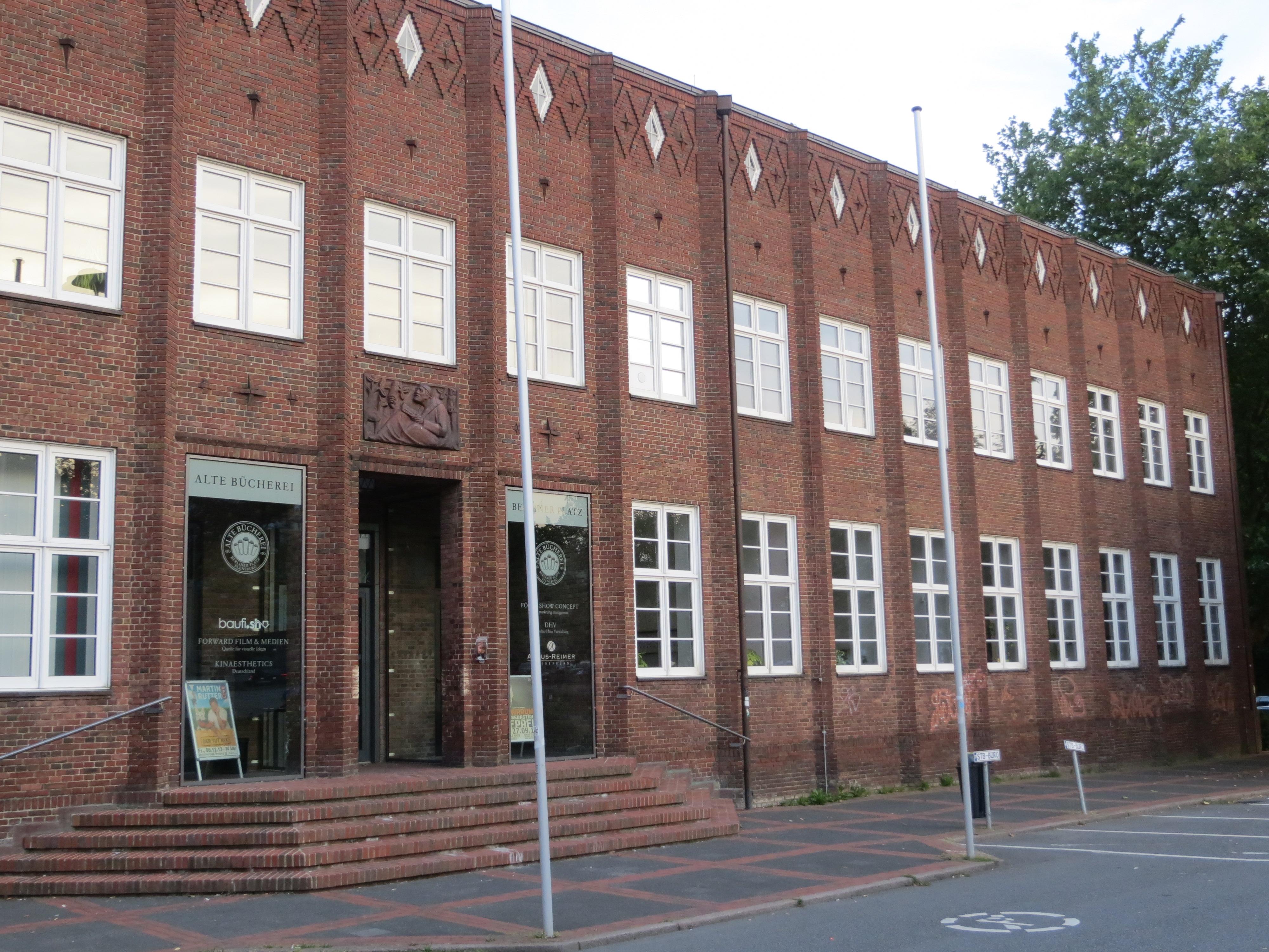 File Büchereiflügel vom Deutschen Haus Flensburg 2013 JPG