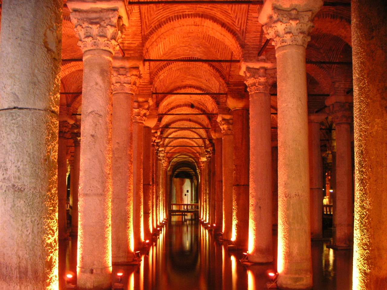 Basilica cistern 2.jpg
