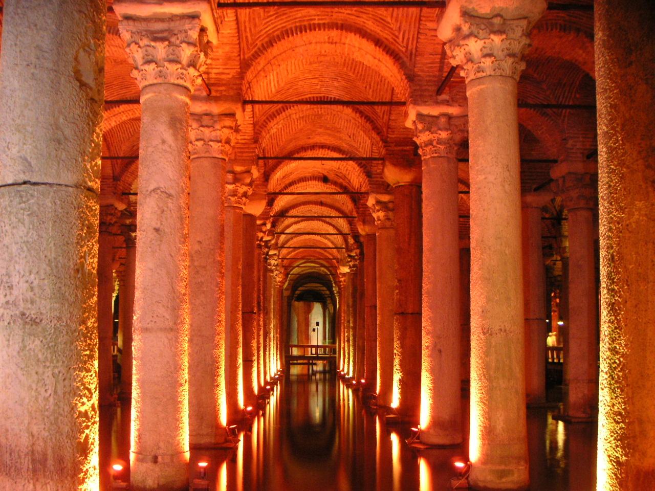 File:Basilica cistern 2.jpg - Wikimedia Commons