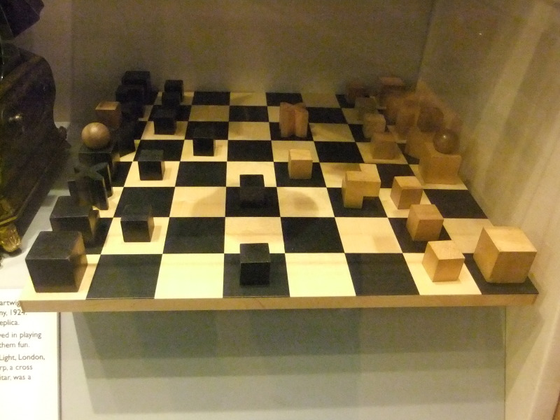 File bauhaus chess set walker art wikimedia for Bauhaus replica deutschland