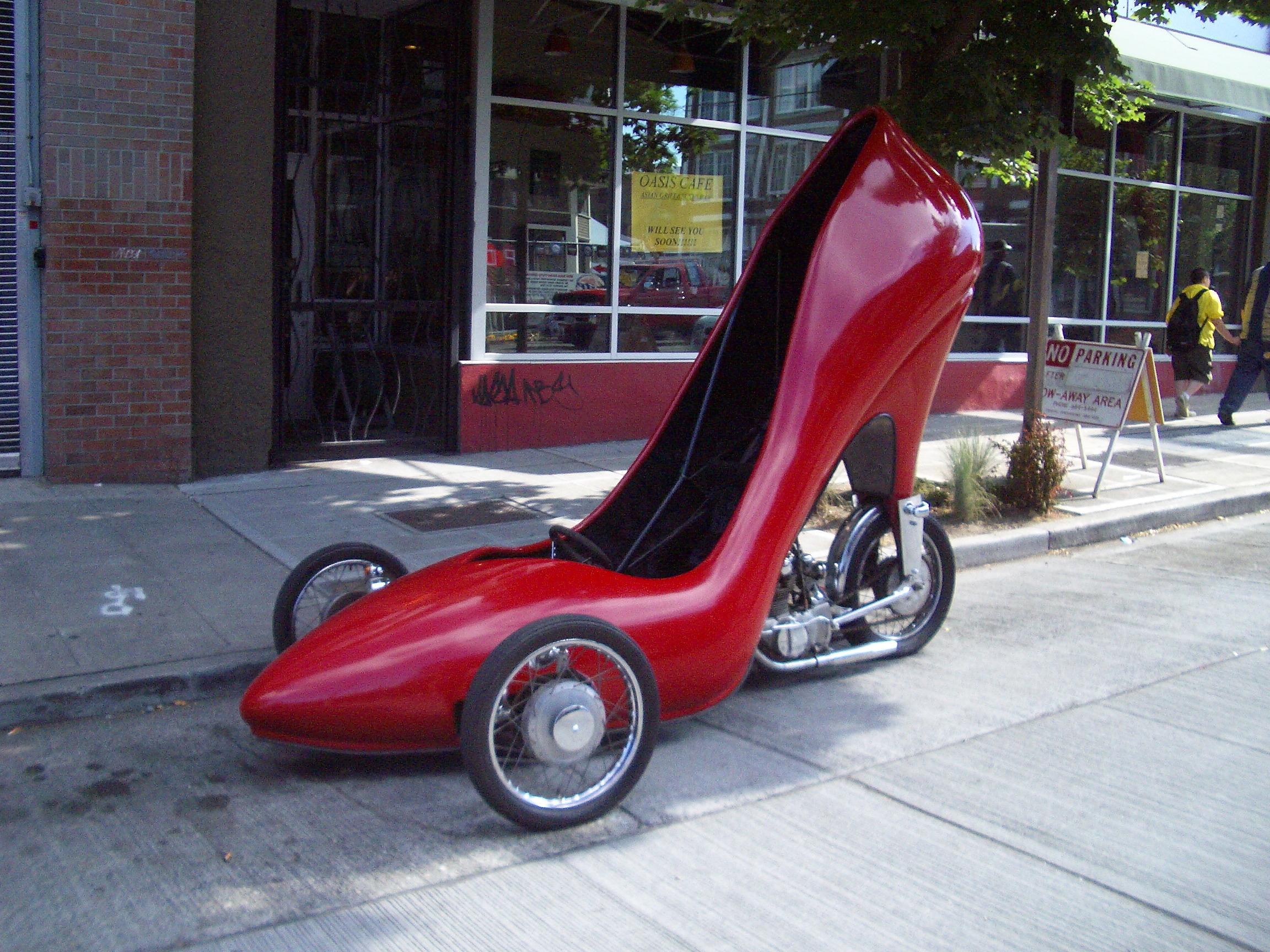 احذيه غرييييييبه Big-shoe-Tricycles-vehicle