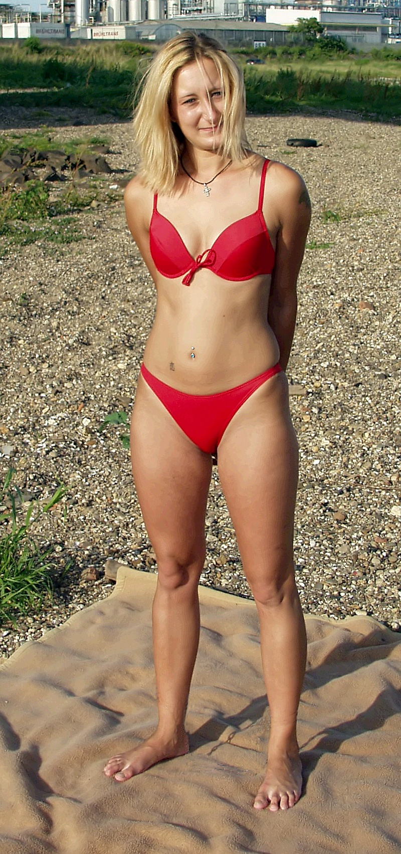 File:Bikini Model Jassi 3.jpg