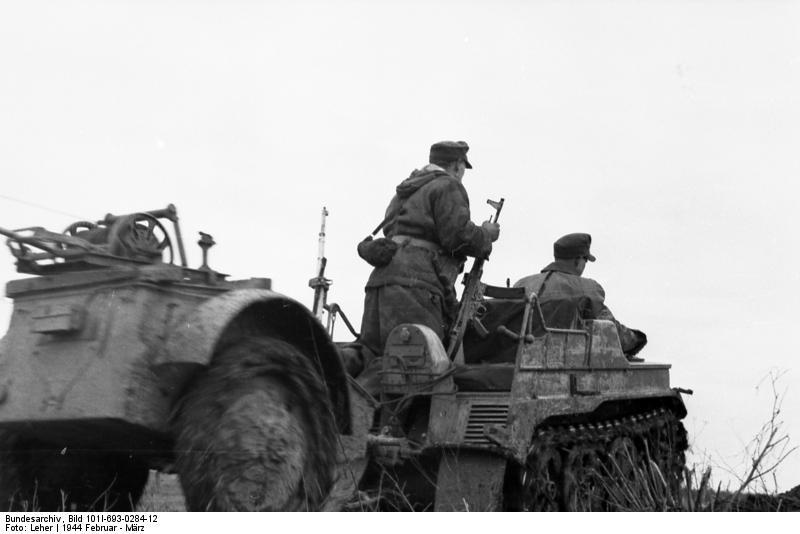 File:Bundesarchiv Bild 101I-693-0284-12, Russland, Verlegen von Telefonkabel.jpg