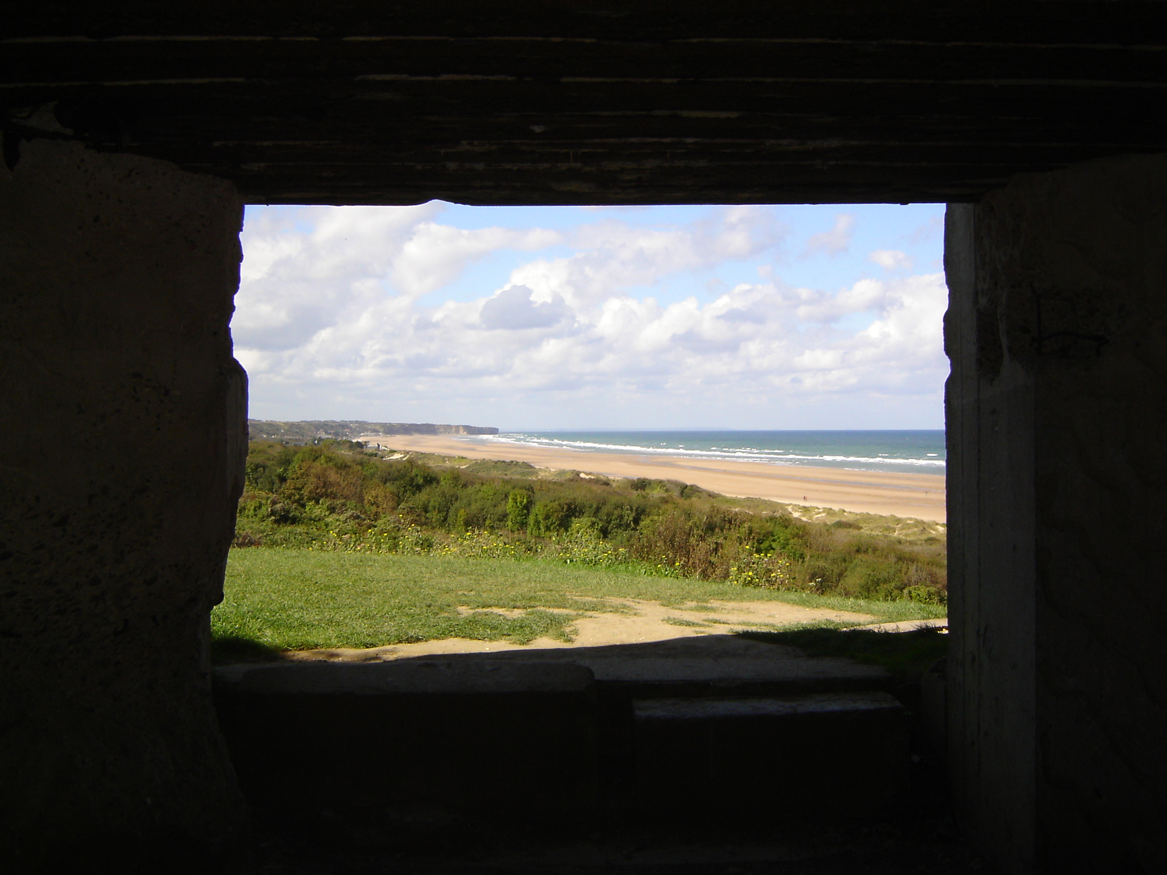 a description of the omaha beach Saving private ryan creative writing it's about 6:30 am on omaha beach, me and my men are packed on boats, preparing for war i can see the fear and anxiety on the soldiers faces and how stress they are, huddled together like a tin of sardines.