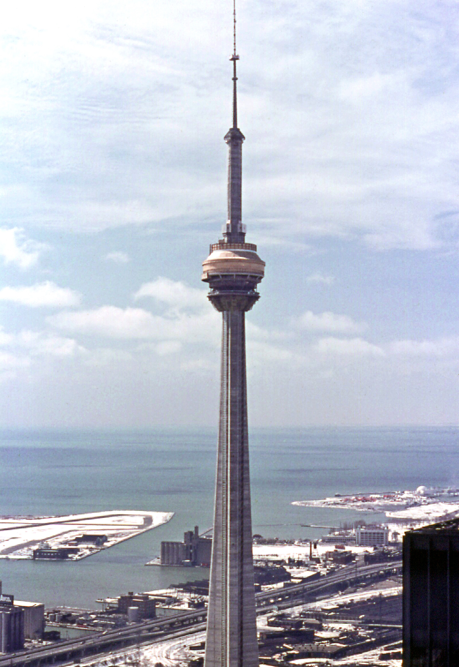 How many floors is the cn tower have thefloorsco for How many floors in the cn tower