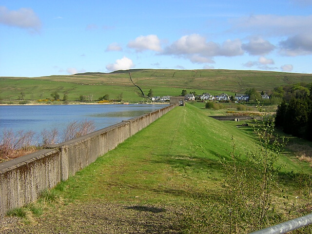 Carron Valley Reservoir Dam - geograph.org.uk - 170267