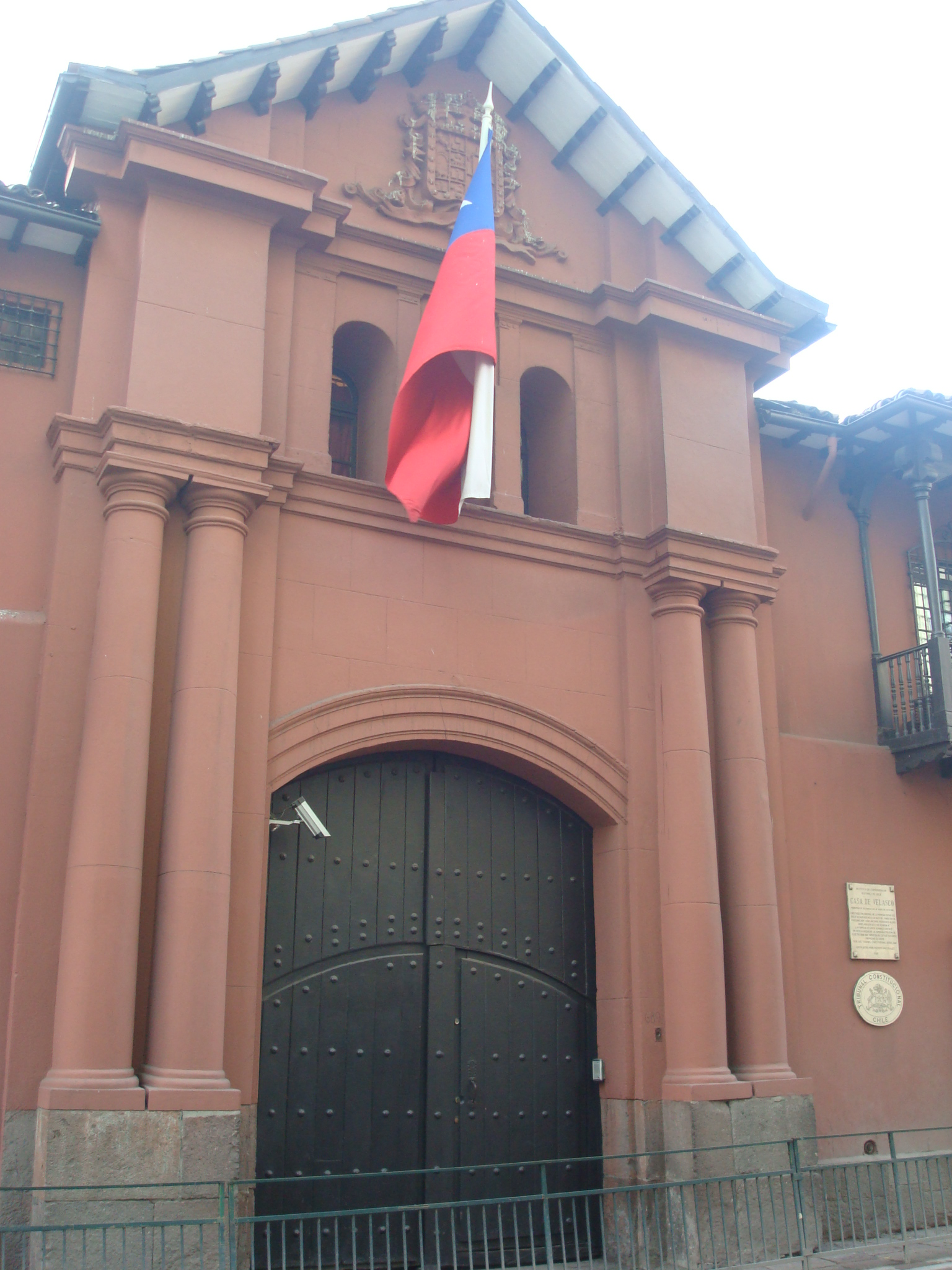 http://upload.wikimedia.org/wikipedia/commons/0/0b/Casa_de_Velasco.JPG