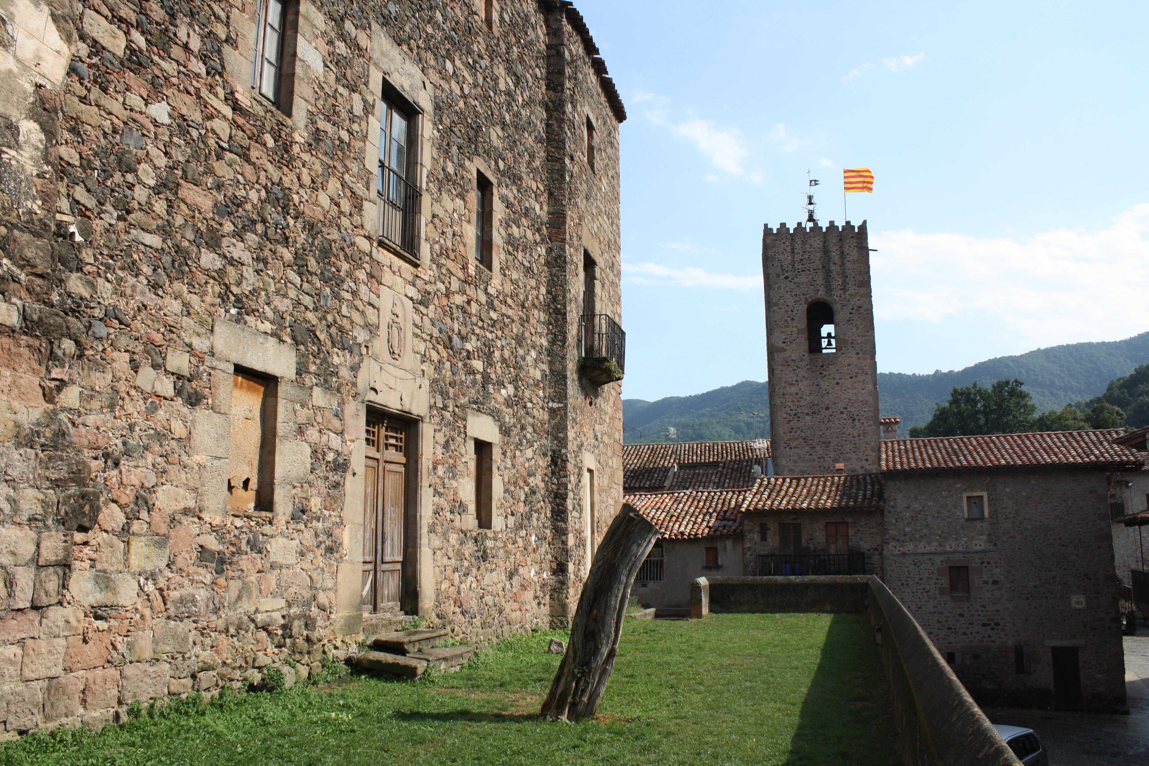 Resultado de imagen de castell de santa pau