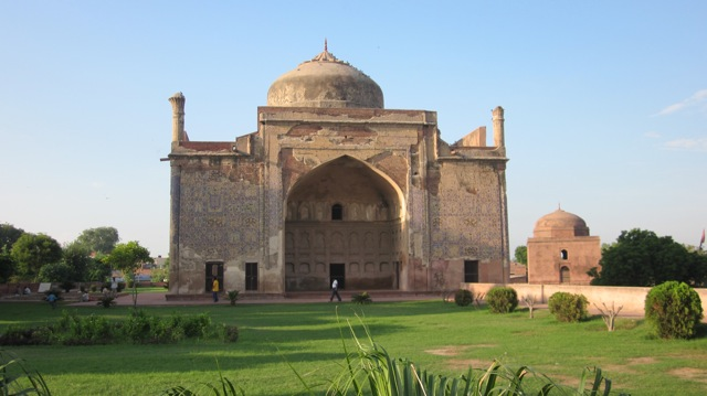 A G R A - ÍNDIA Chini_Ka_Rauza%2C_Indo-Persian-Mosque_in_Agra%2C_India_-_Photo_by_Eldar_Mamedov_Persian_Dutch-Network