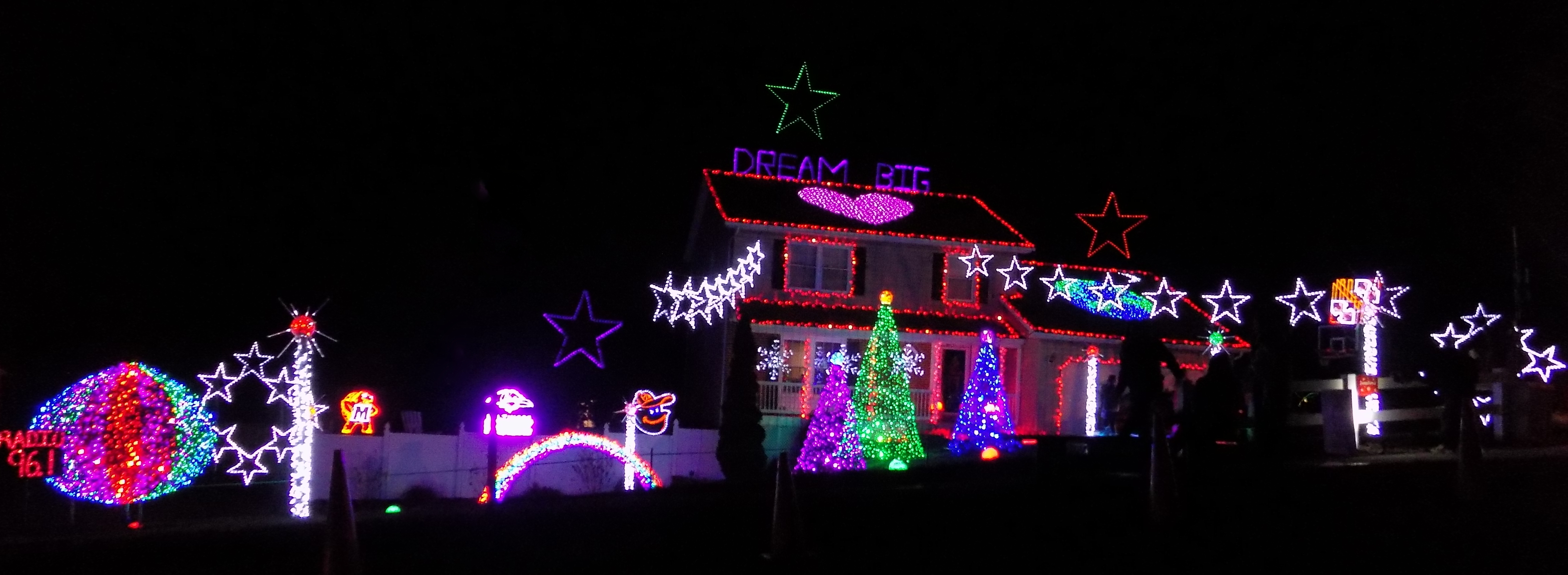 filechristmas 2015 an ellicott city resident obsessed with holiday lighting featured on