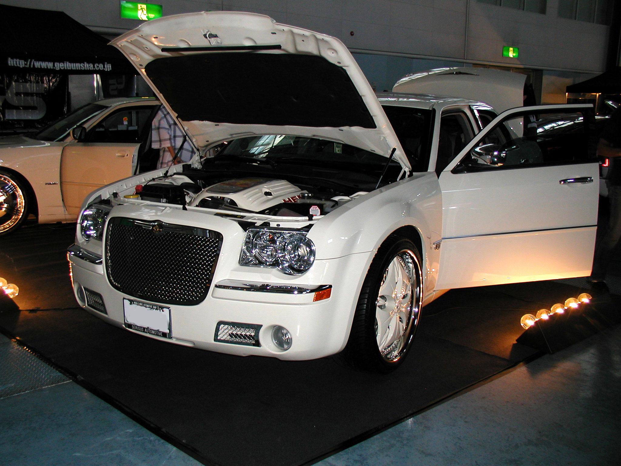 File:Chrysler 300c dub custom.jpg - Wikimedia Commons