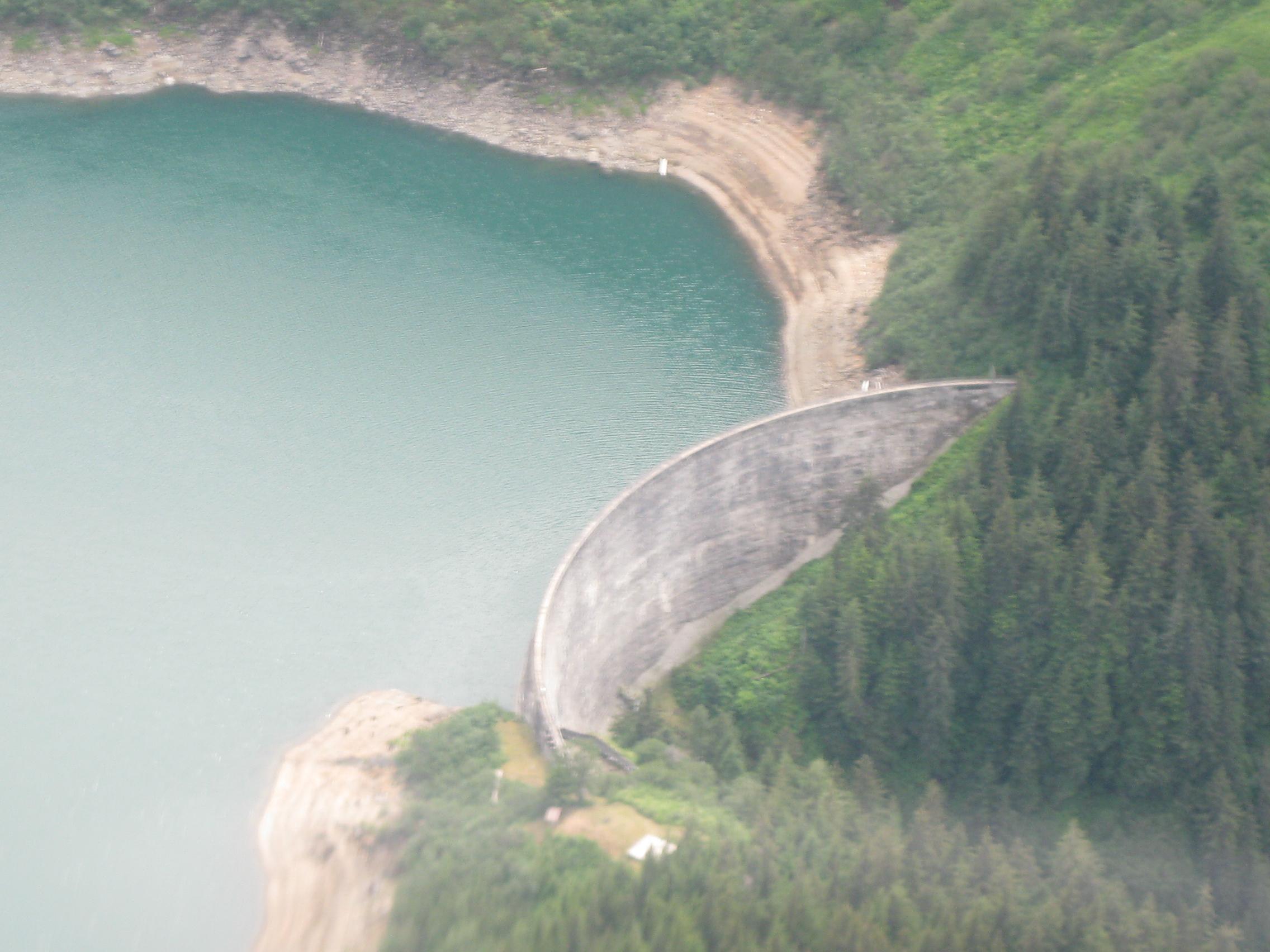 File:Close view of Arch dam.jpg - Wikipedia