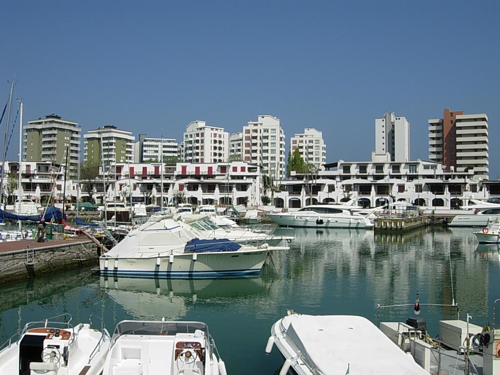 Matrimonio Spiaggia Misano Adriatico : File darsena portoverde misano adriatico g wikipedia