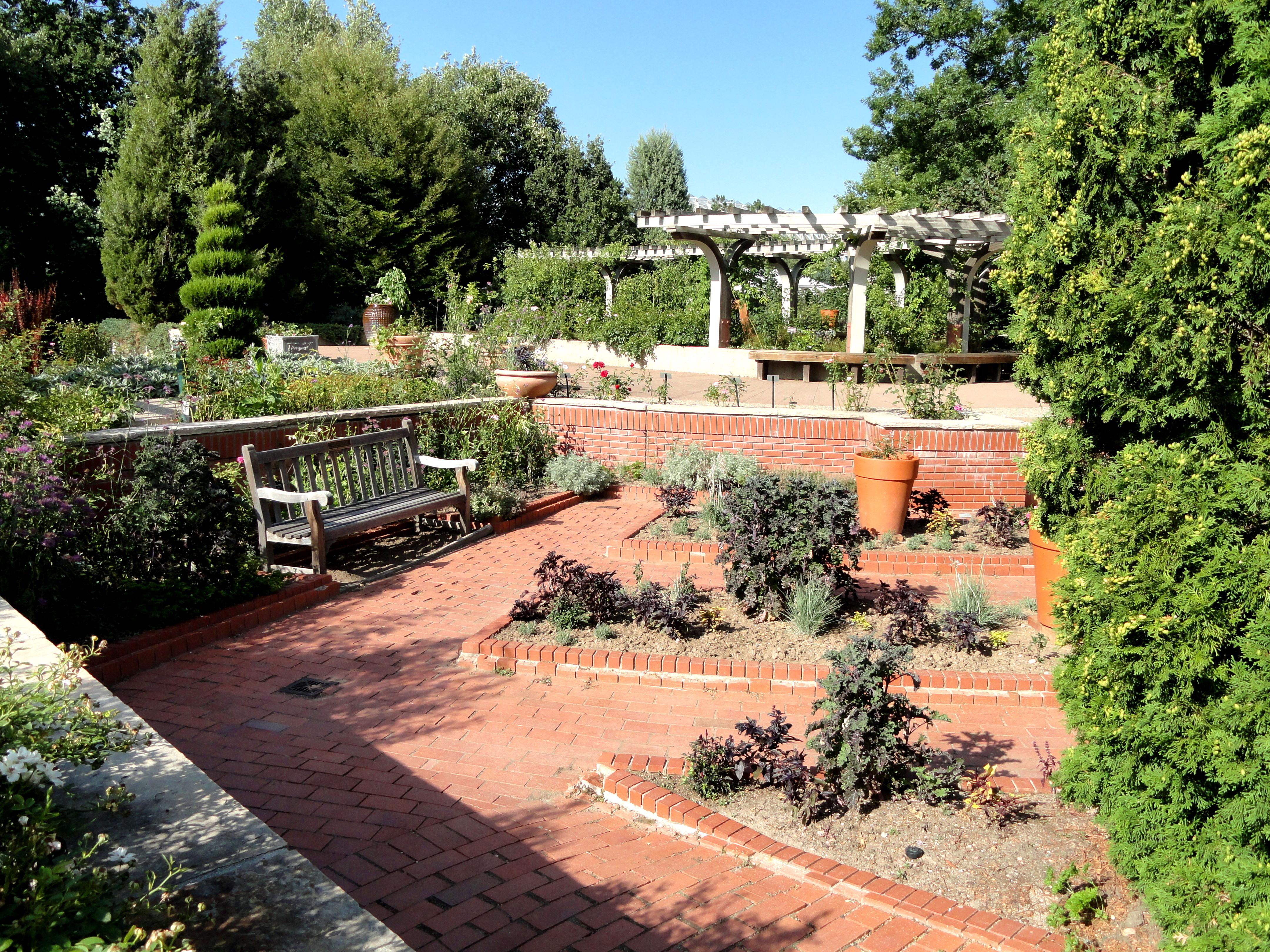 File:Denver Botanic Gardens   DSC01070.JPG