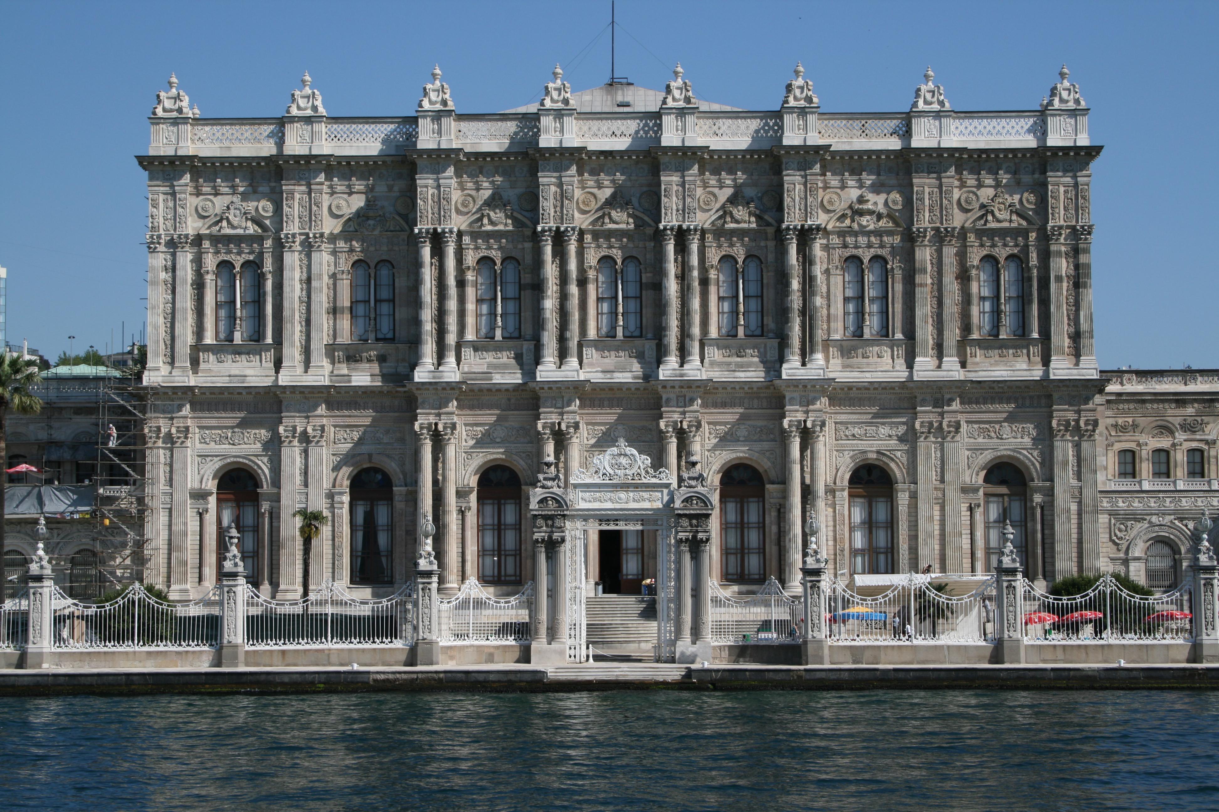 File:Dolmabahçe Palace 2007.jpg - Wikimedia Commons