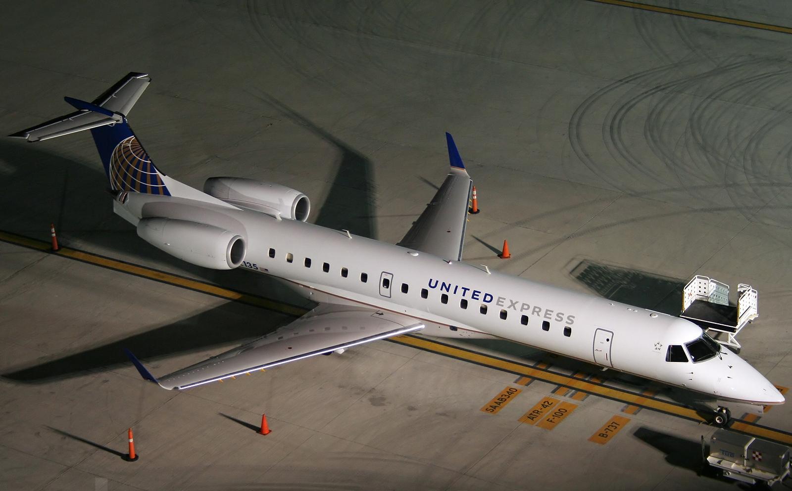 Embraer ERJ-145LR, United Express (ExpressJet Airlines) JP7008157.jpg
