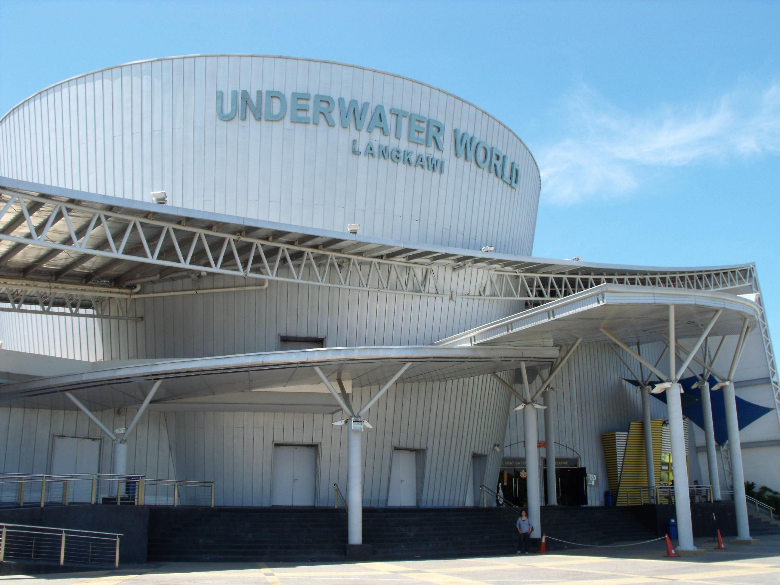 Description Entrance to Underwater World, Langkawi.jpg