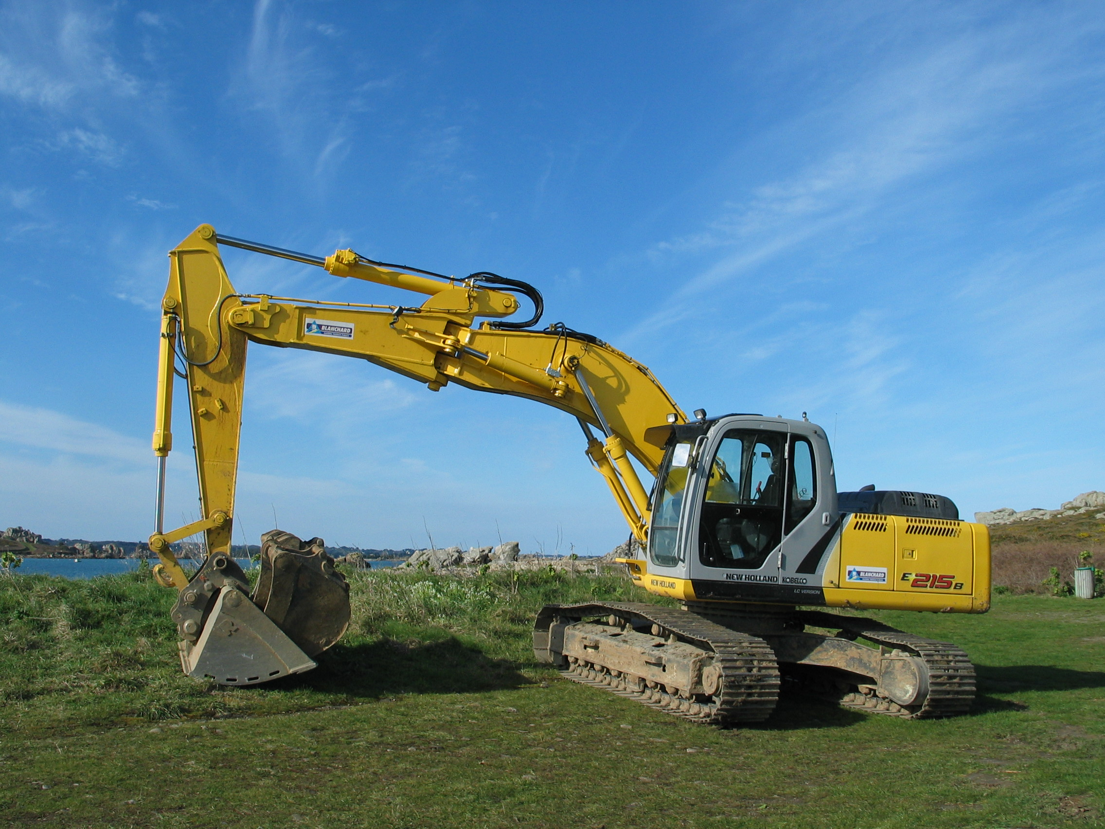 http://upload.wikimedia.org/wikipedia/commons/0/0b/Excavator_in_Brittany_France.JPG