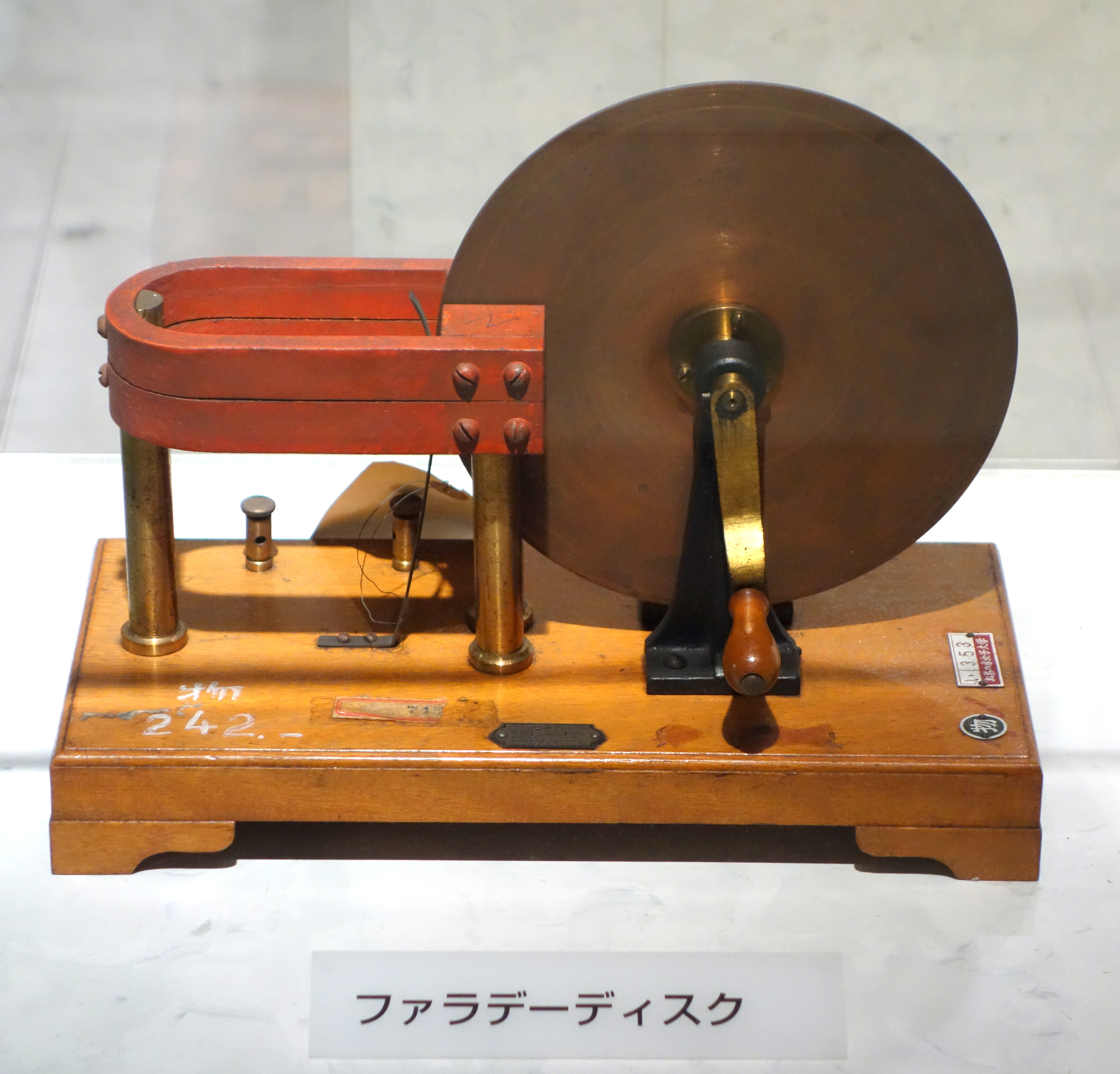 File:Faraday disk - National Museum of Nature and Science, Tokyo ...
