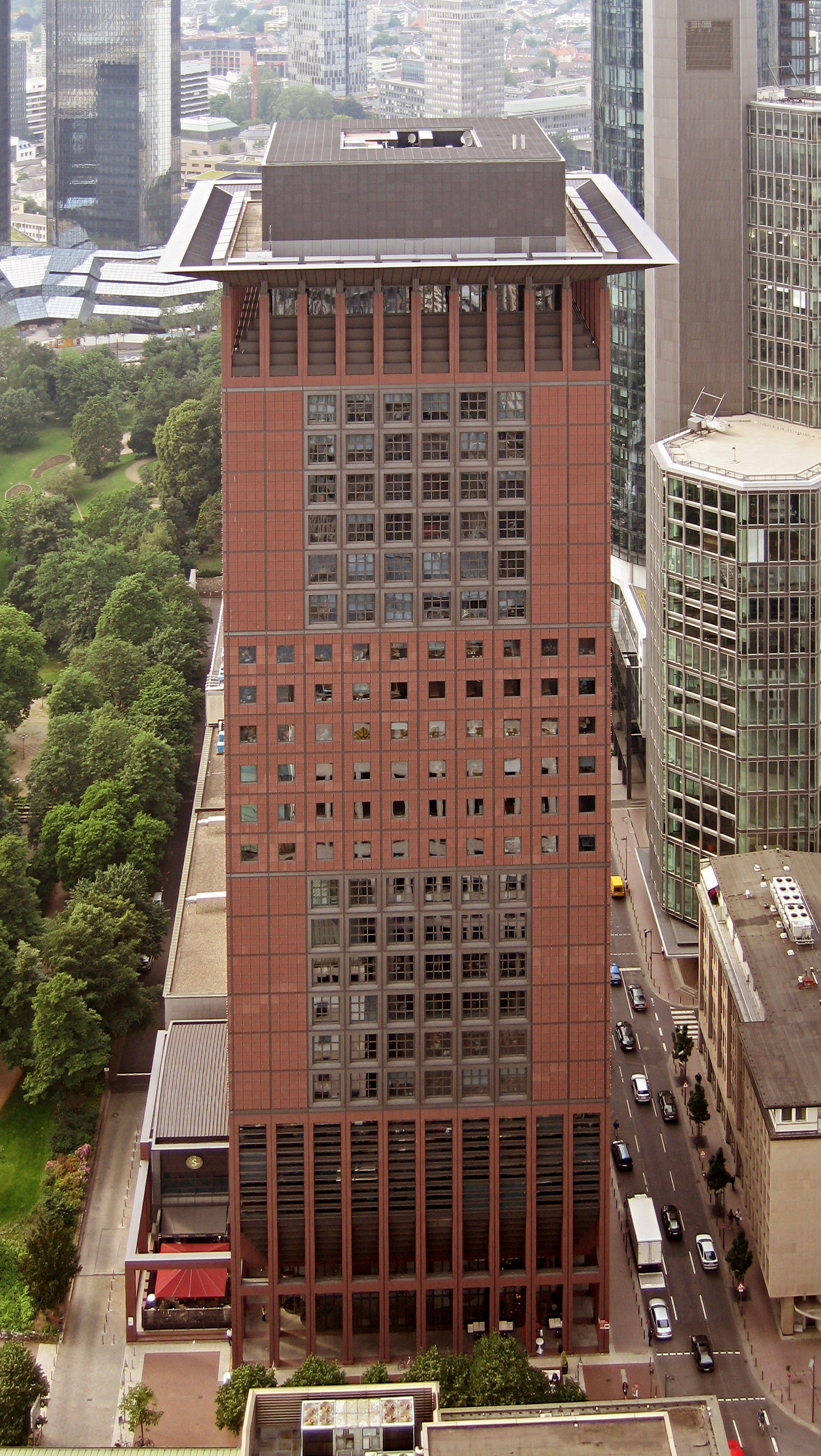 https://upload.wikimedia.org/wikipedia/commons/0/0b/Frankfurt_Main_Japan_Tower_6240a.jpg