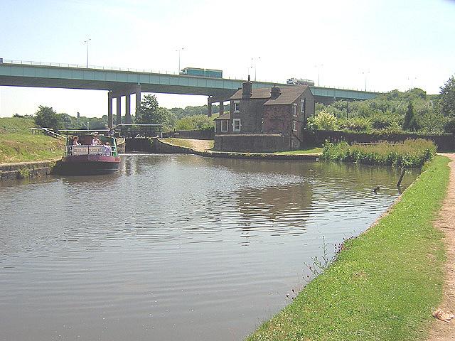 Gathurst Lock - geograph.org.uk - 43606
