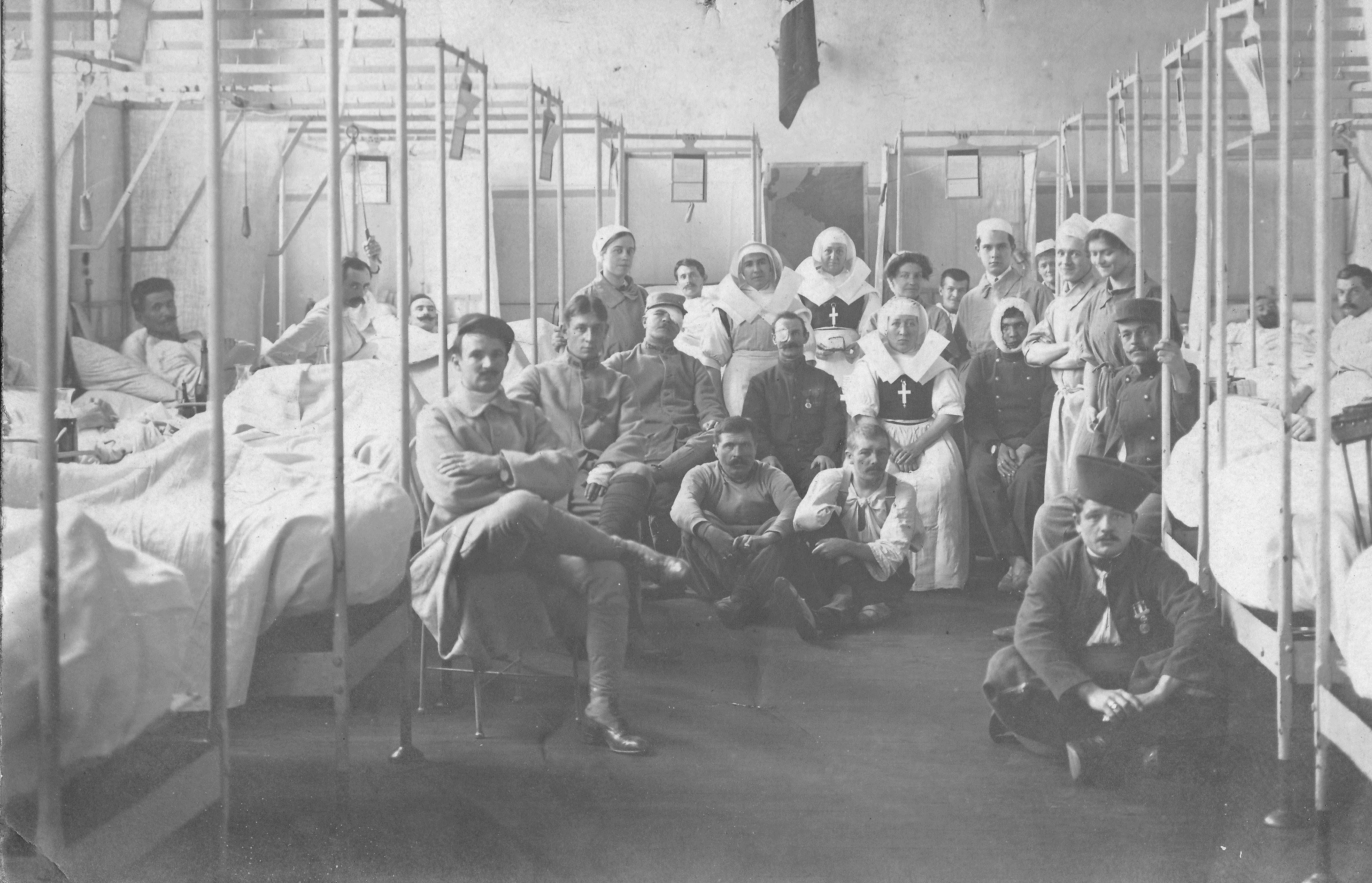 File h pital 1914 wikimedia commons - La chambre des officiers livre ...