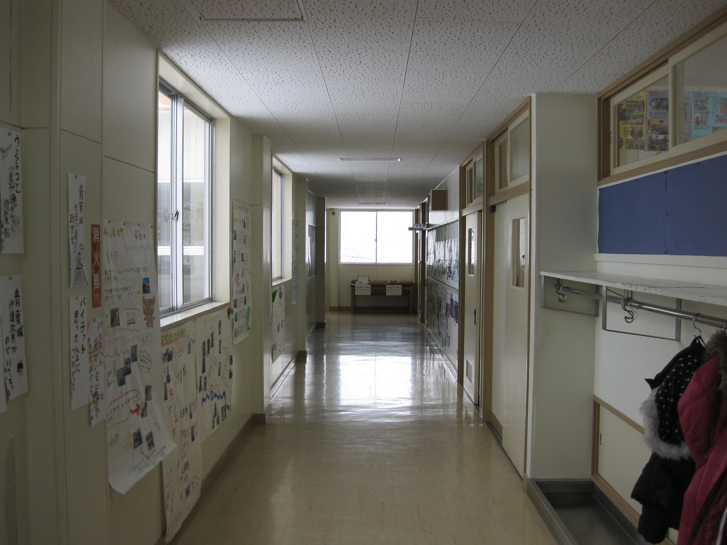 File:Hitane Elementary School hallway 3.jpg - Wikimedia ...