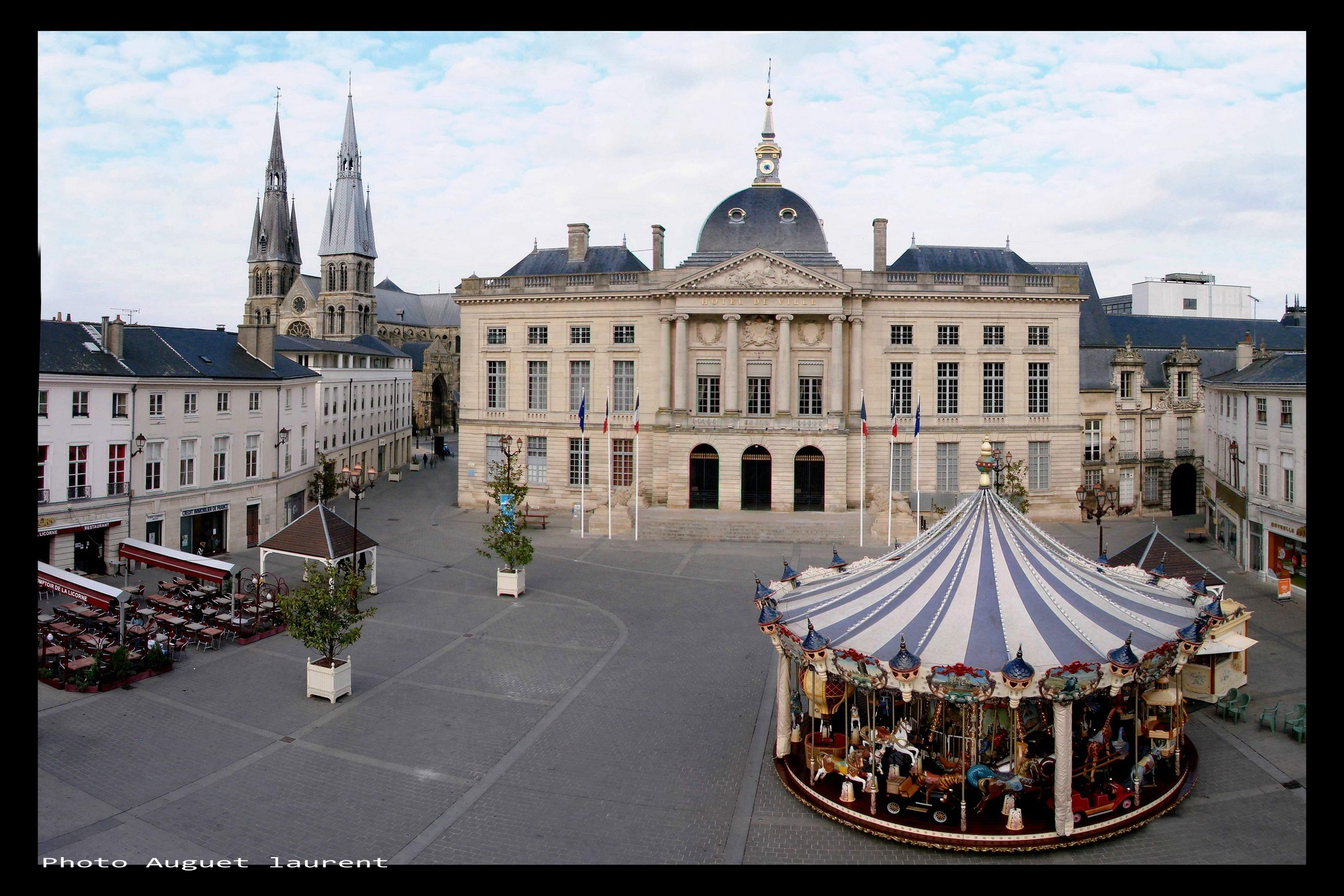 File hotel de ville mairie chalons en champagne photo for Piscine de champagne