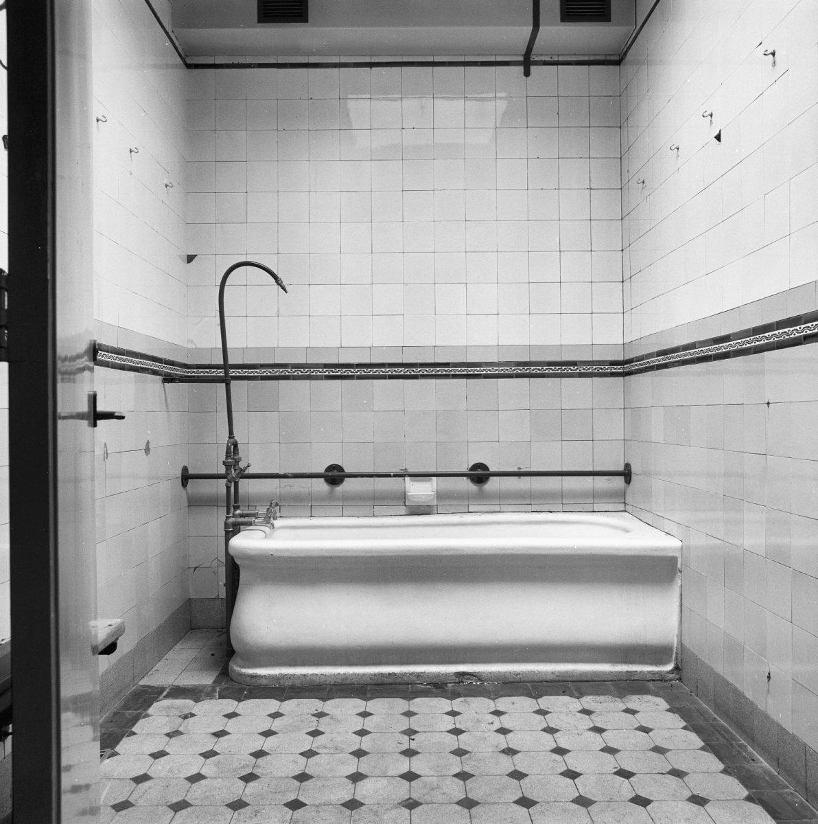 File interieur badkamer utrecht 20299787 wikimedia commons - Bad kamer ...