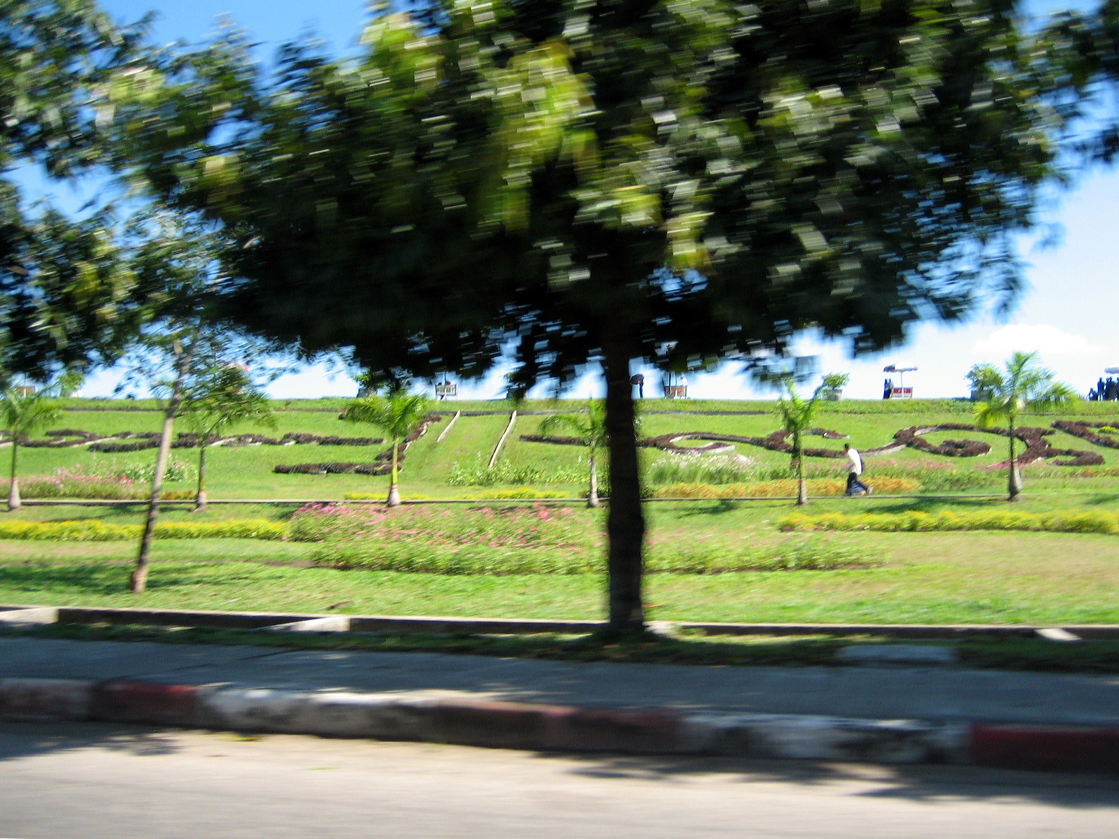 File:Inya Lake park grounds, Yangon.jpg - Wikimedia Commons