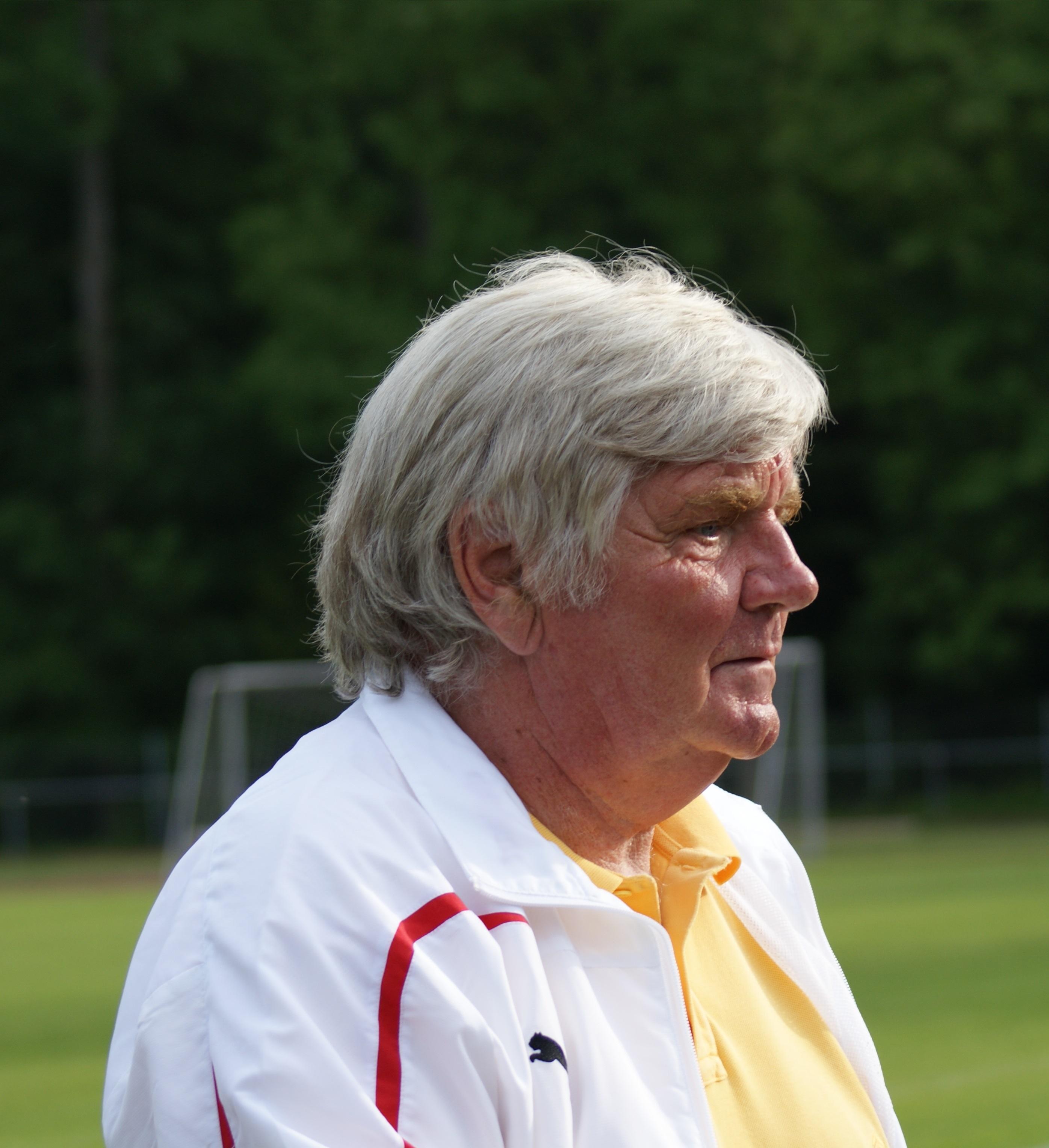 Jürgen Sundermann im Sommer bei einem Benefizspiel 2012