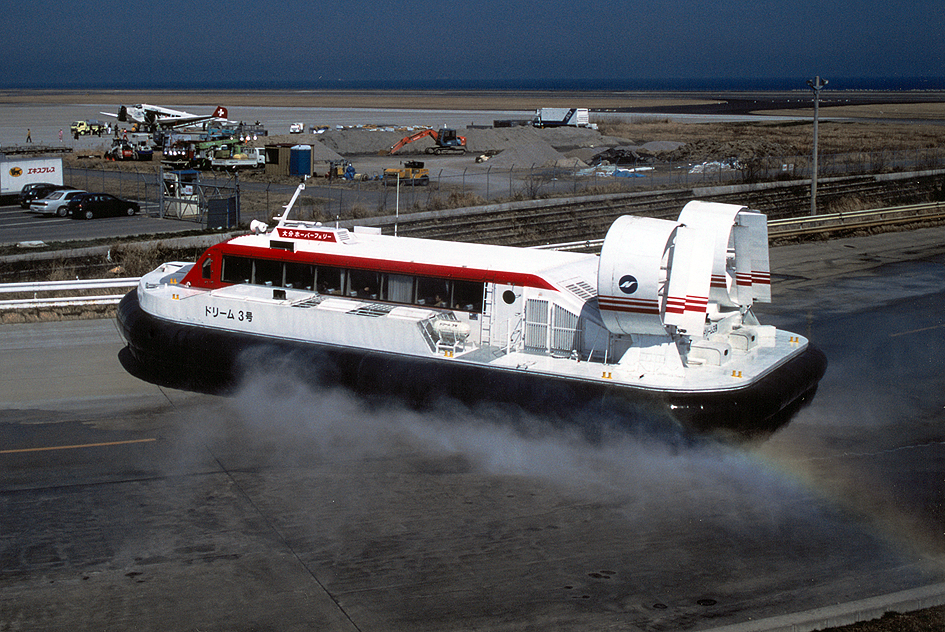 https://upload.wikimedia.org/wikipedia/commons/0/0b/JU-AIR_Junkers_JU52_HB-HOS_Oita_Hover_Ferry_dreamNo.3.jpg