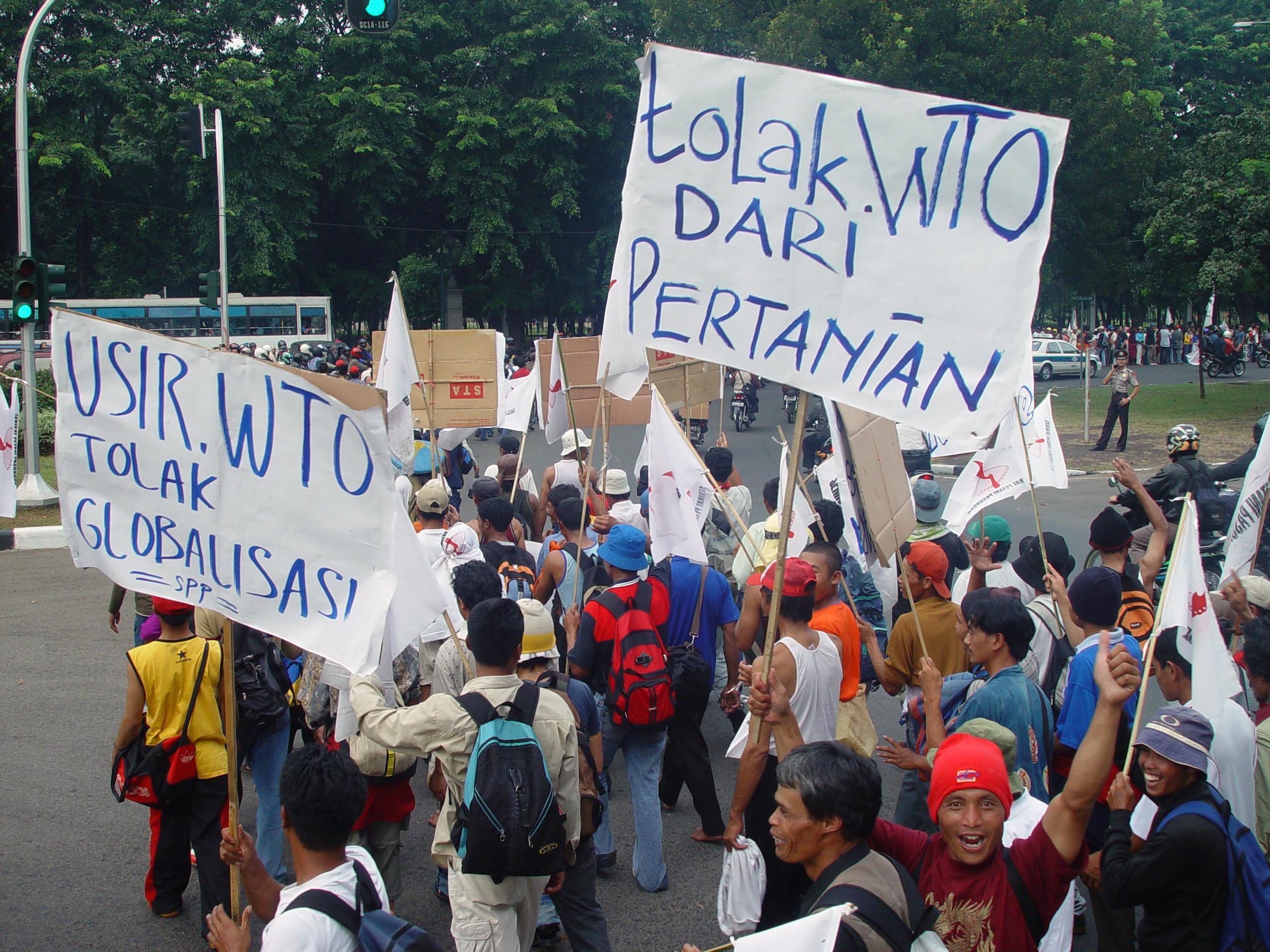 Je veux......... - Page 2 Jakarta_farmers_protest15