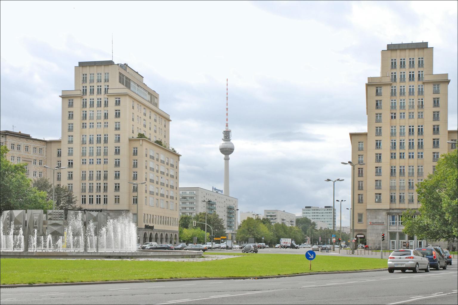 file la strausberger platz karl marx allee berlin. Black Bedroom Furniture Sets. Home Design Ideas