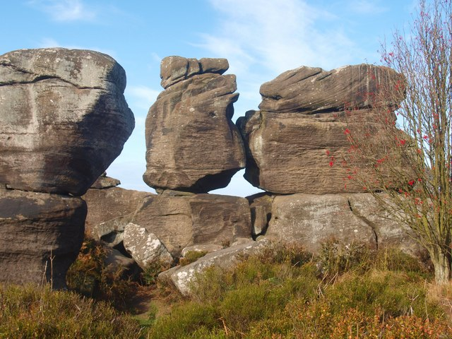 File:Millstone grit rock formation - geograph.org.uk - 1524306.jpg