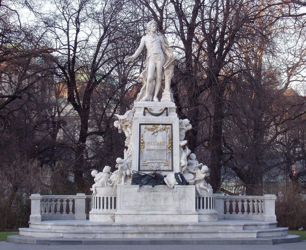 http://upload.wikimedia.org/wikipedia/commons/0/0b/Mozart_monument,_Vienna,_March_2005.jpg