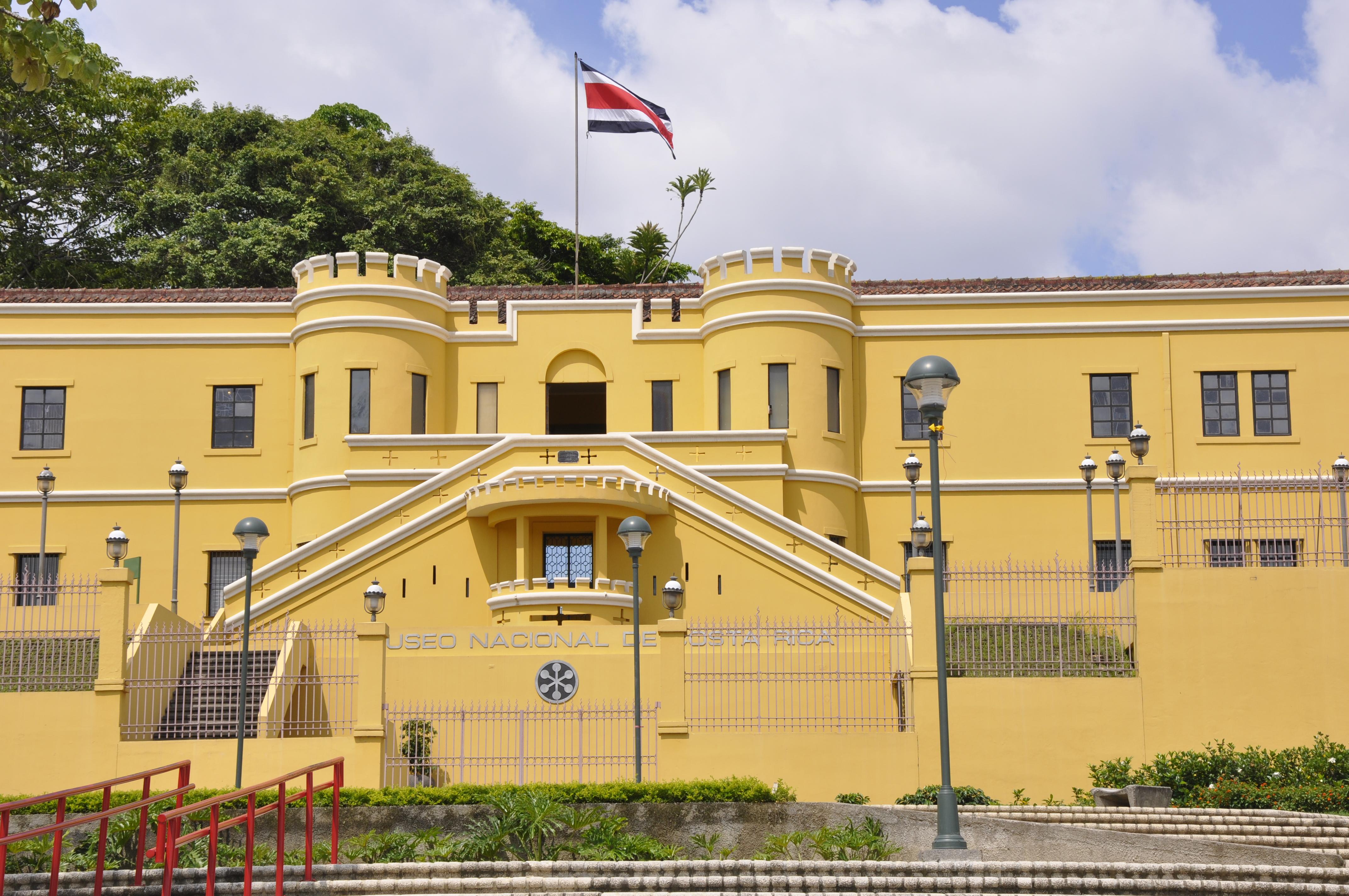 Museo Nacional De Arte Decorativo Manolo Blahnik