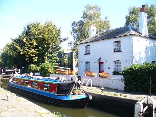 Narrowboat at Kings Langley - geograph.org.uk - 1511677