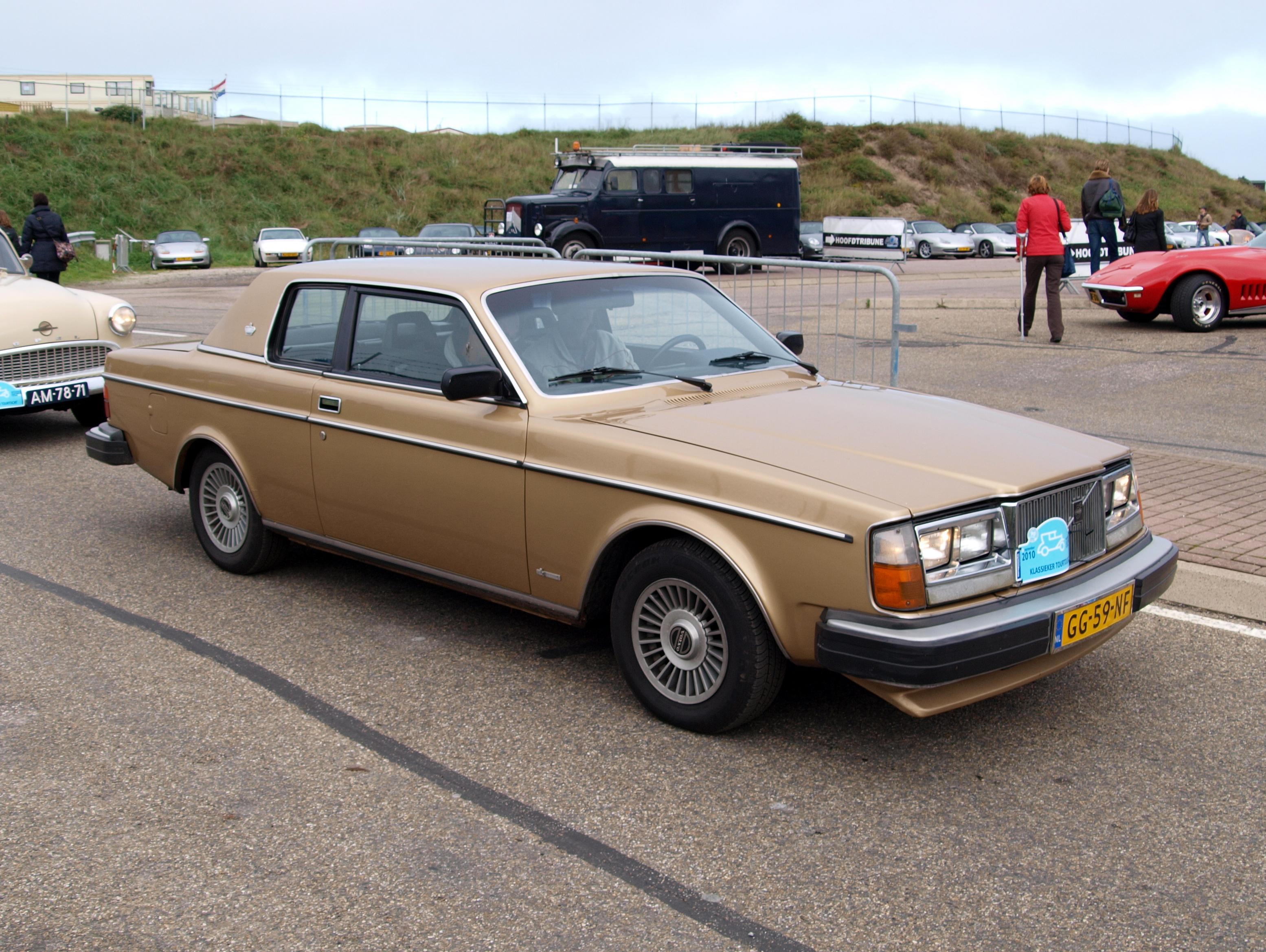 File Nationale Oldtimerdag Zandvoort 2010 1980 Volvo 262