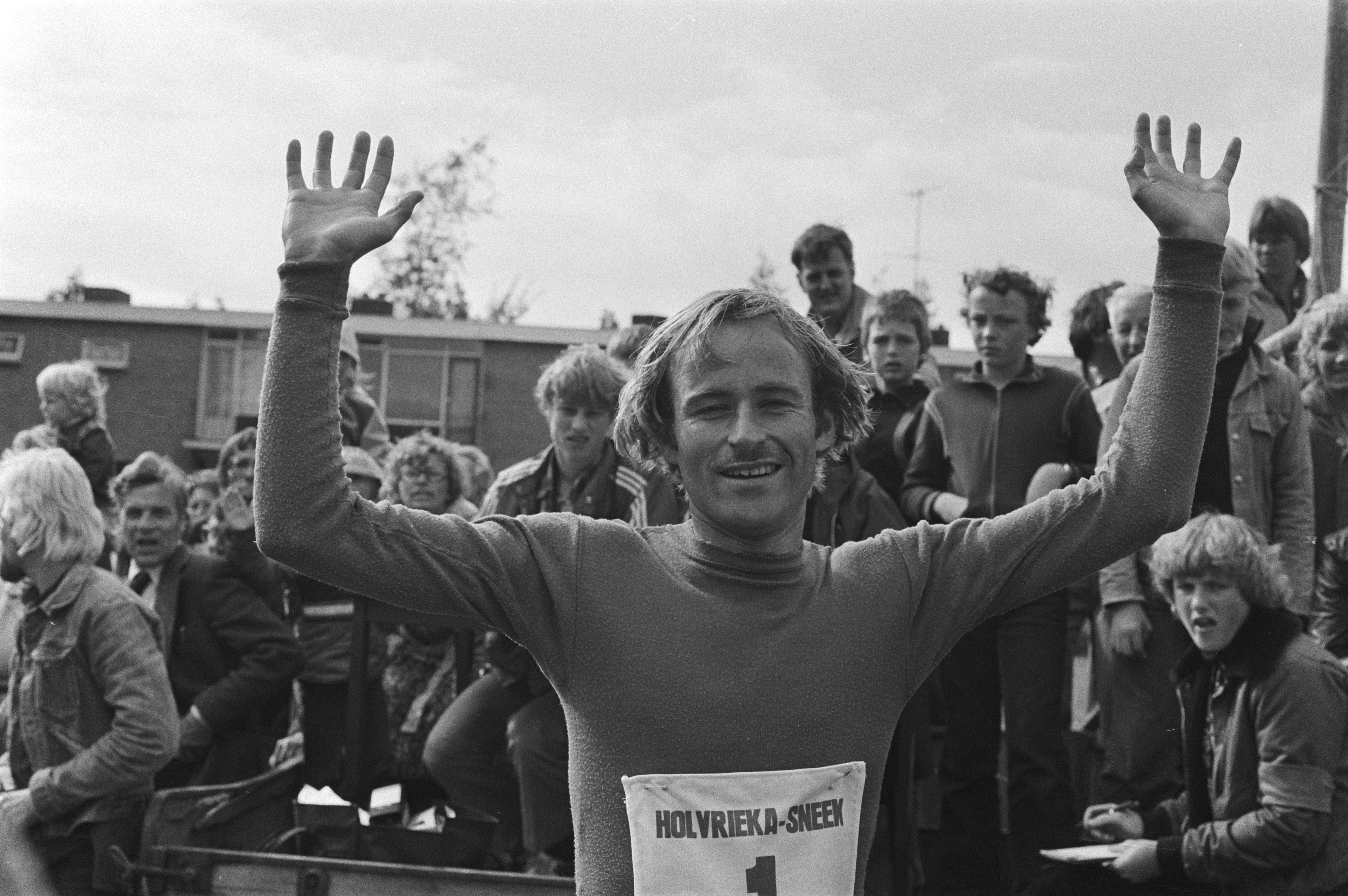 File:Nederlandse kampioenschappen marathon, Sneek winnaar de Noor Fjaerstad, Bestanddeelnr 929-7667.jpg